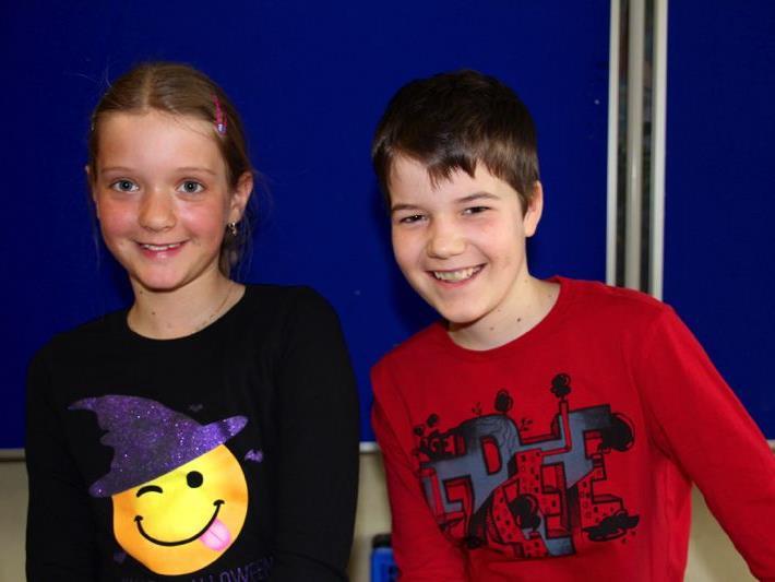 Paula und Raphael halfen fleißig beim Verkauf mit und hatten viel Spaß dabei.