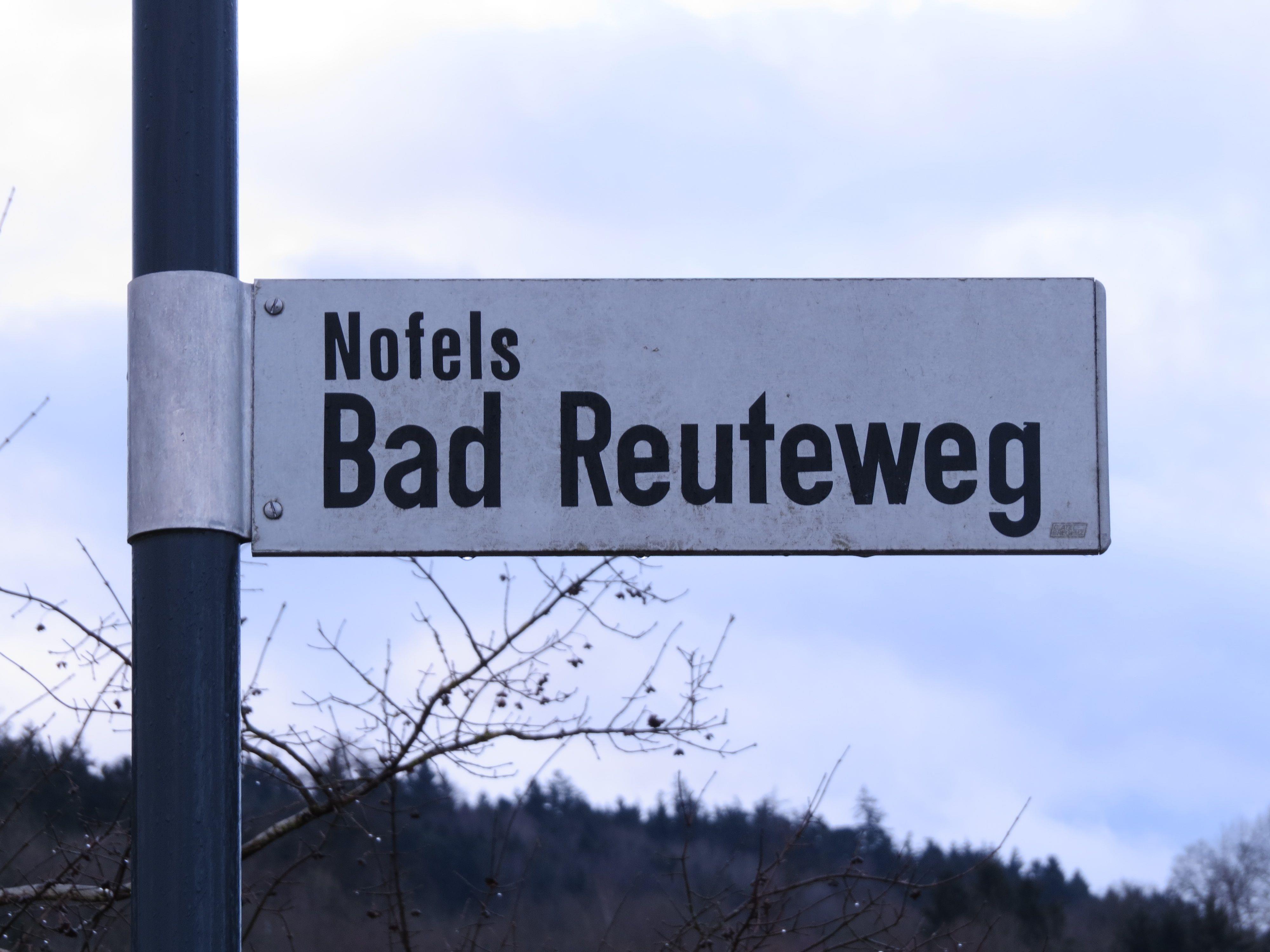 Bad-Reute-Weg: Der Doppelname leitet zur Annahme, dass dort gerodet wurde, um einen Weg zum geschichtsträchtigen Bädle zu ebnen.