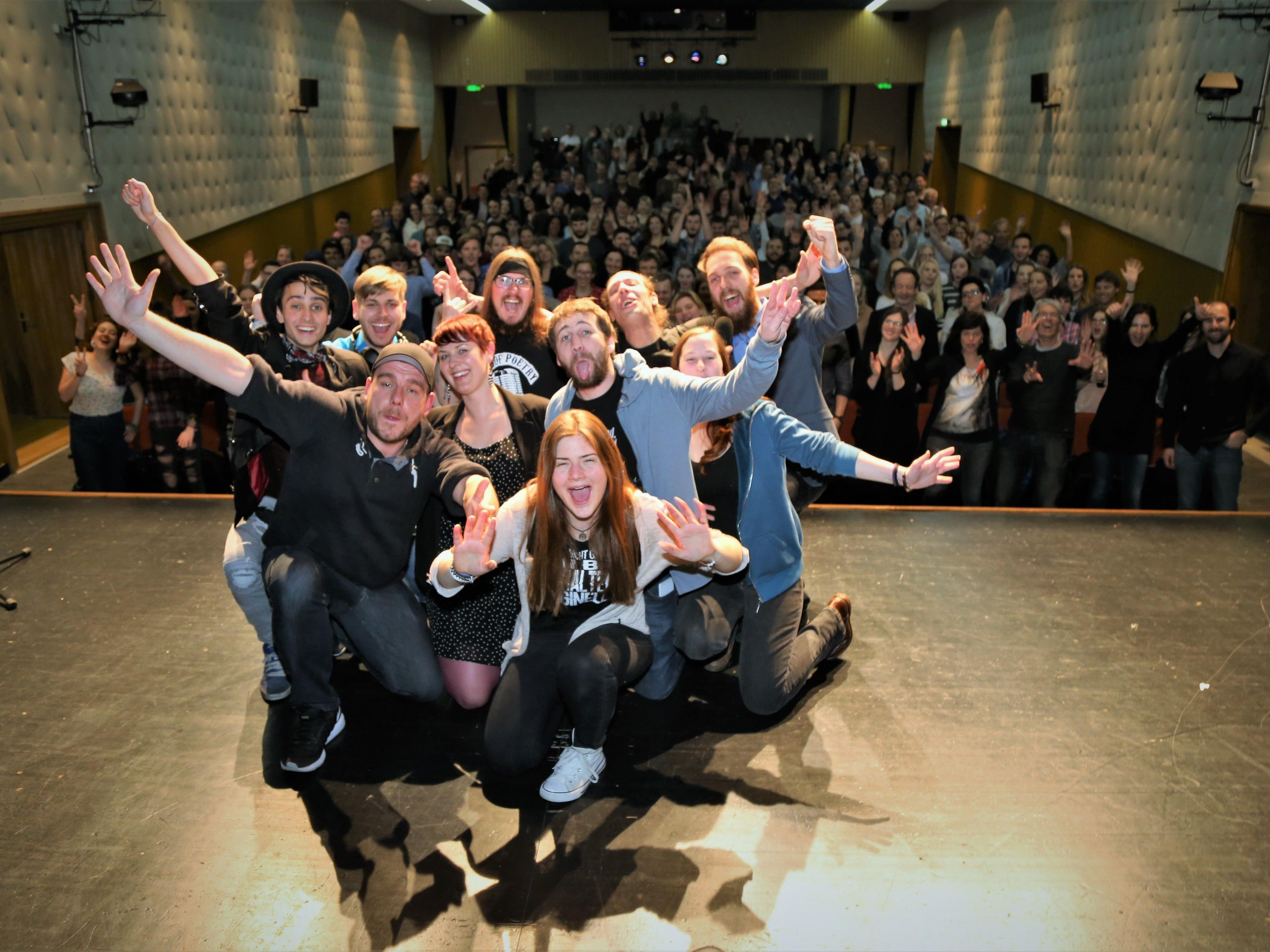 Veranstalter Lukas Wagner, acht Poeten, ein DJ und 250 Gäste sorgten für einen unvergesslichen Abend in Götzis.