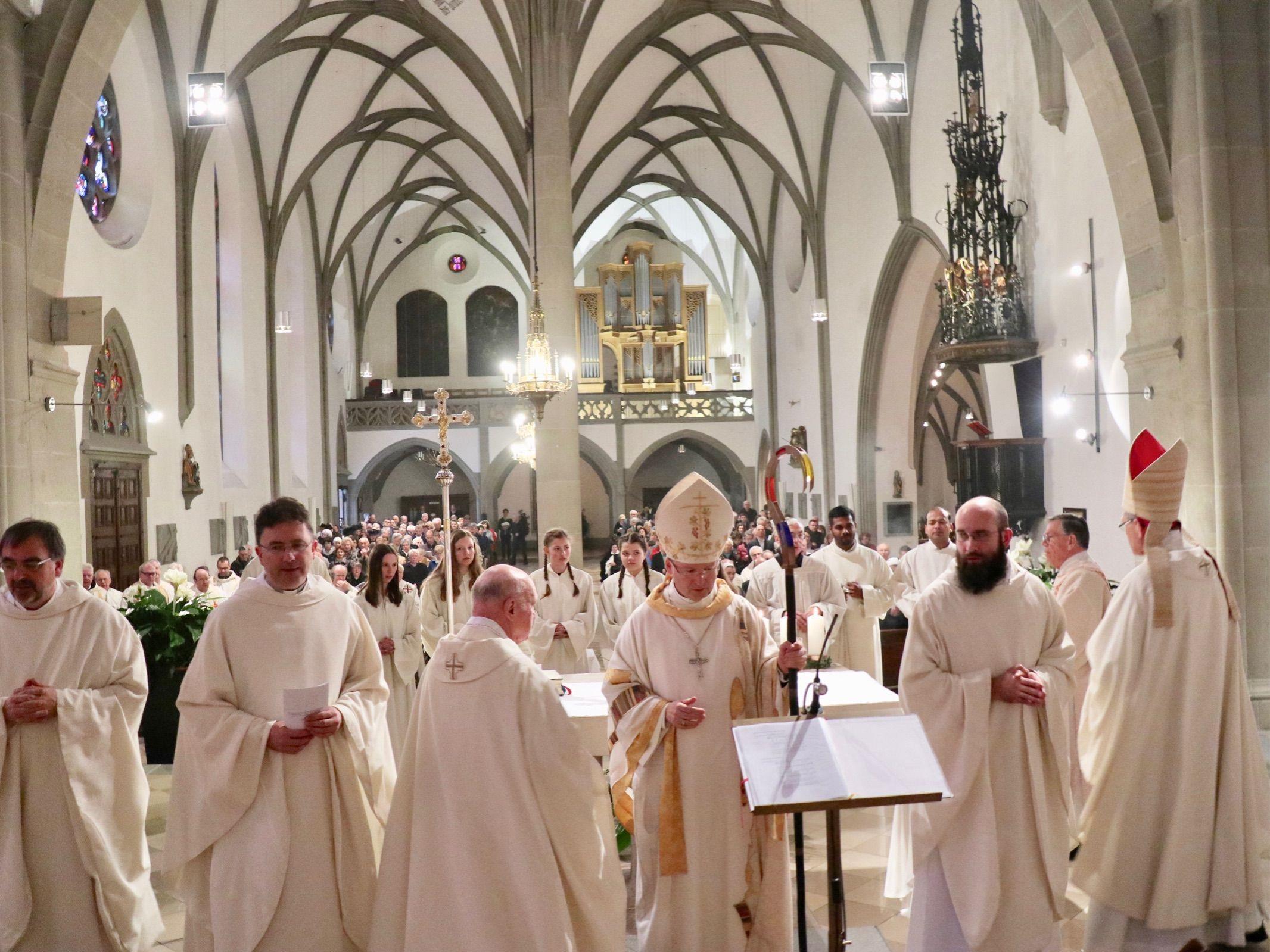 Im vollbesetzten Feldkircher Dom wurde der aus Polen stammende Theologe Dariusz Radziechow von Bischof Benno Elbs zum Priester geweiht.