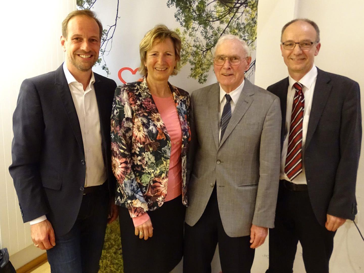 Bgm. Dieter Egger, Gabriele Nußbaumer, Dr. Elmar Troy und sein Nachfolger Dr. Karl Bitschnau (v.l.)