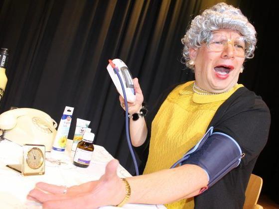 Oma Lilli gastiert mit ihrer vorletzten Vorstellung am Freitag, den 24. März im Hofsteigsaal Lauterach