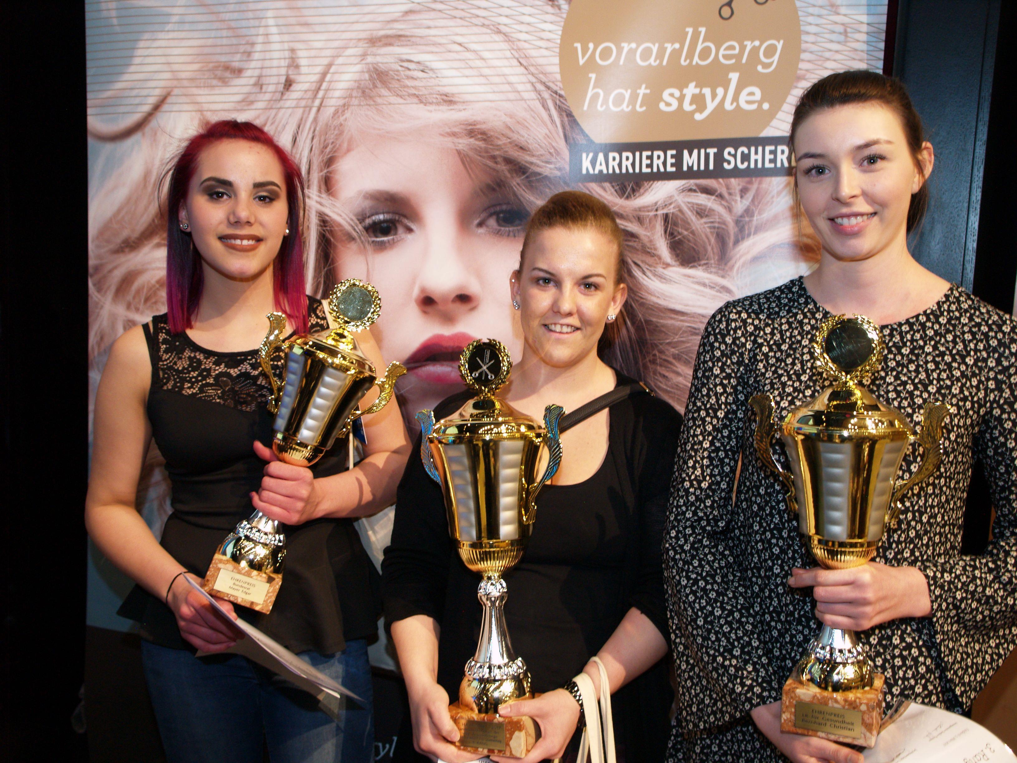 Die Gewinnerinnen des 1.Lehrjahrs Ramona Künz, Kim Hasler und Lisa Meusburger freuten sich über ihren Erfolg.