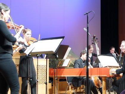 Das Concerto Stella Matutina mit seinem brillanten Mix aus Barock und Jazz. Rechts am Cembalo der prominente britische Gast David Gordon.