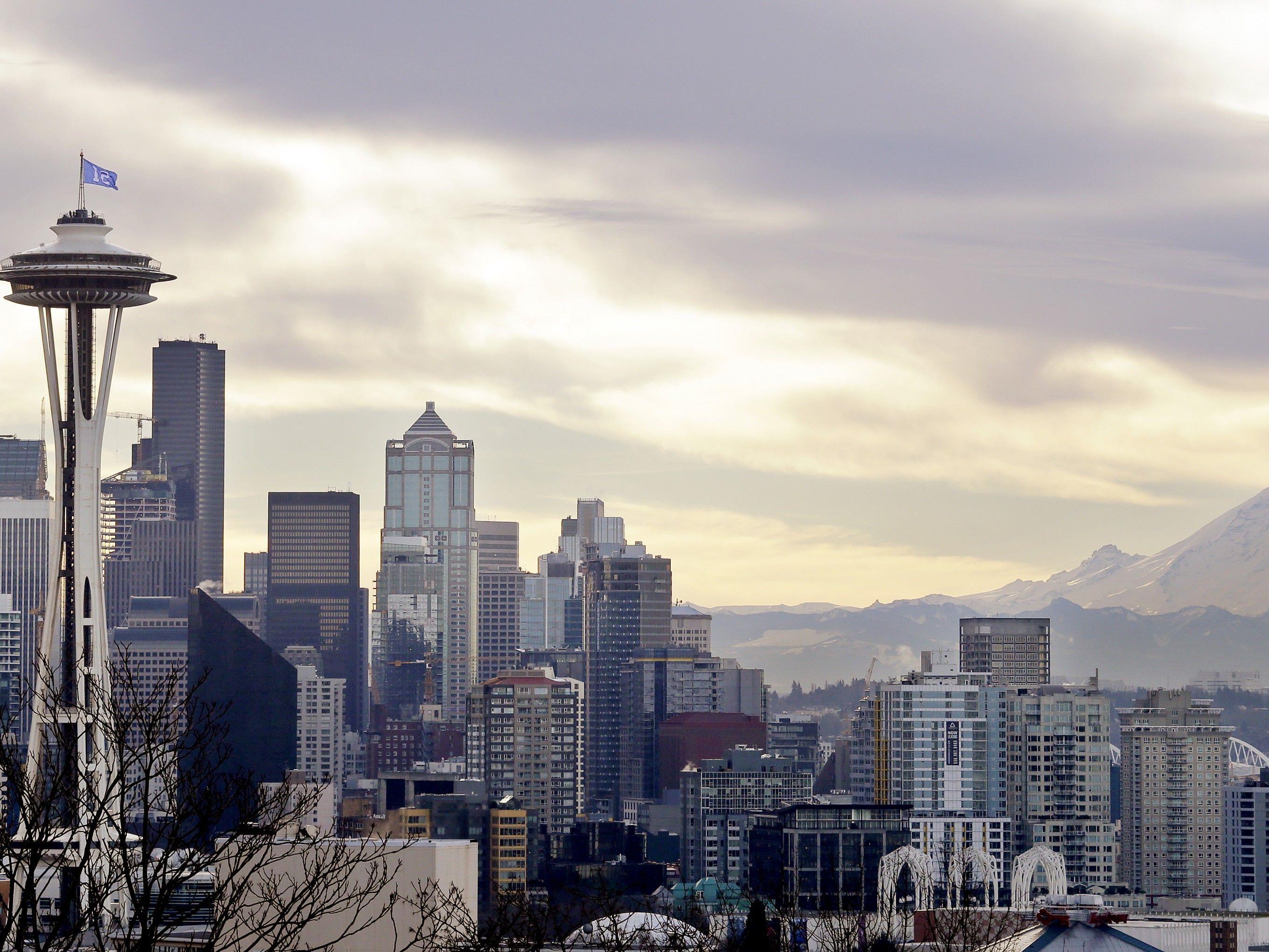 In einem Park in der US-Metropole Seattle hat ein Obdachloser versucht, eine Joggerin zu vergewaltigen.