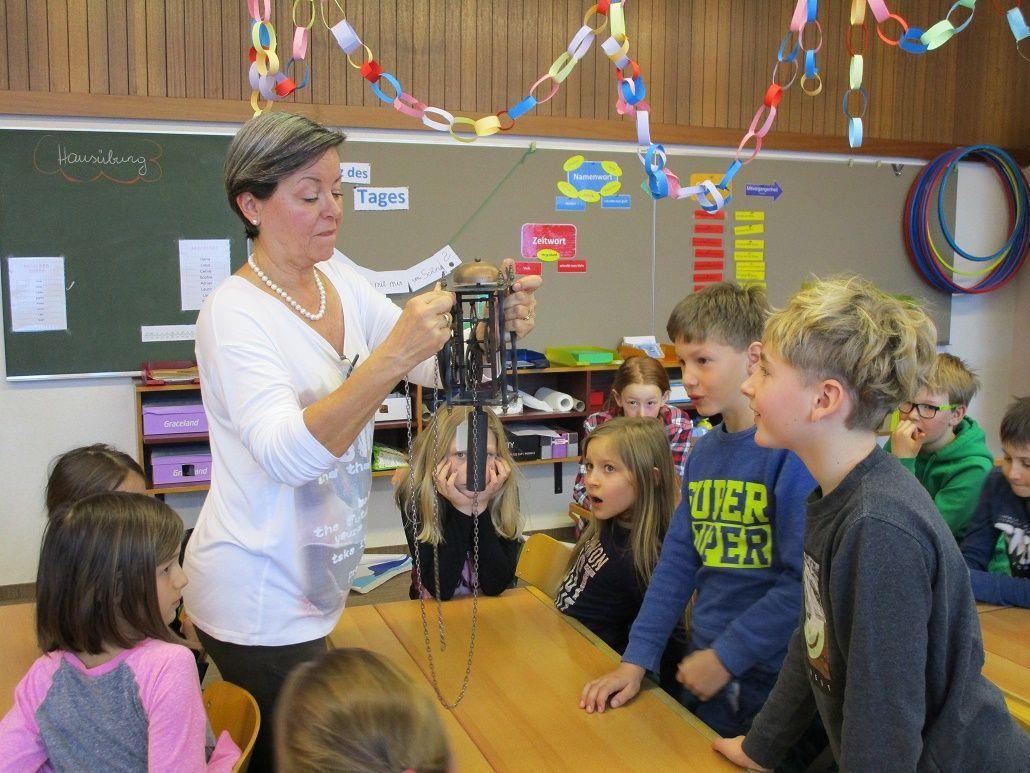 Uhrenmeister zu Gast in der Volksschule Innerbraz