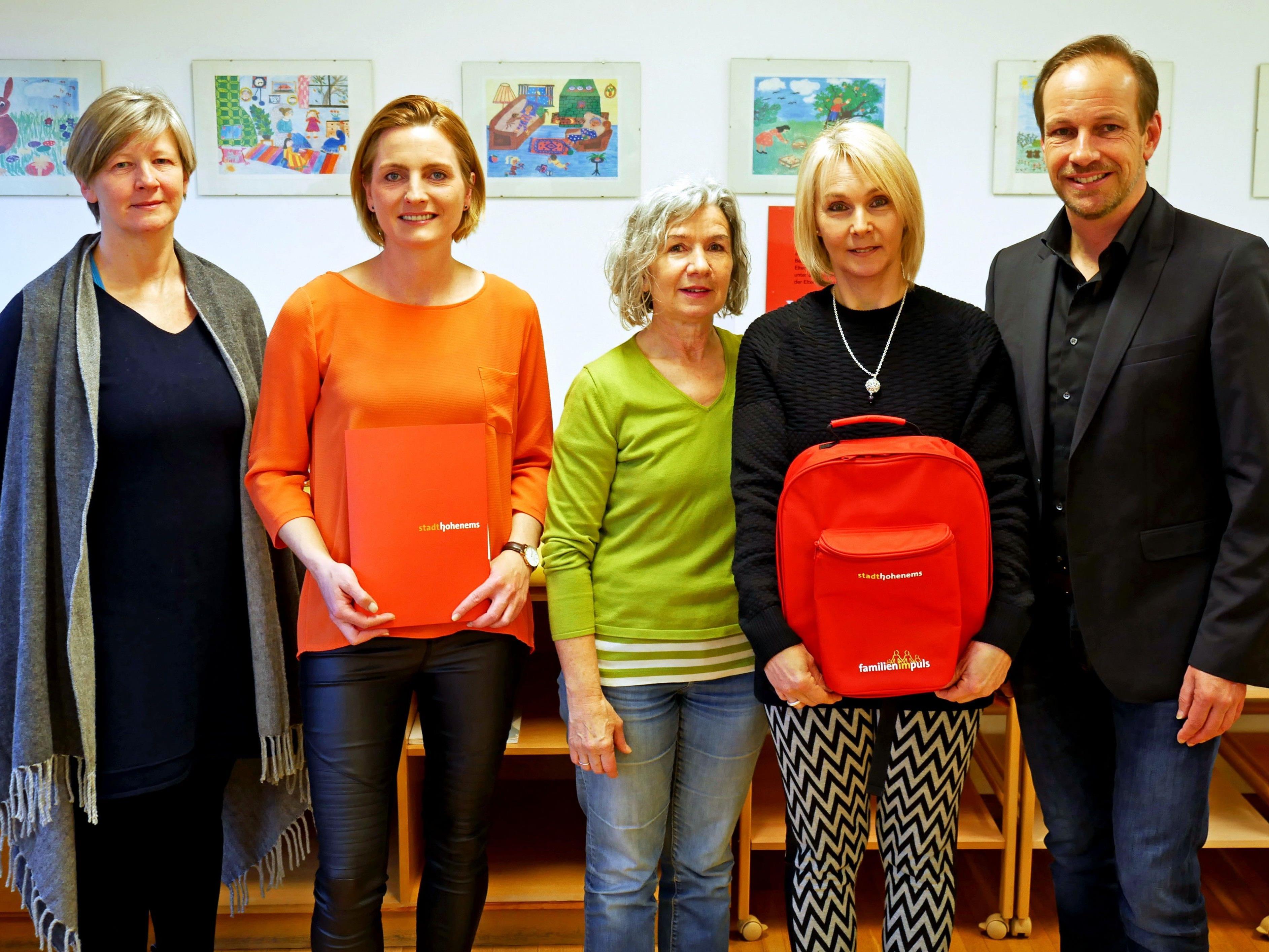 v. l. Nicole Aliane, StR. Angelika Benzer, Christine Waibel, Traudl Keckeis, Bgm. Dieter Egger