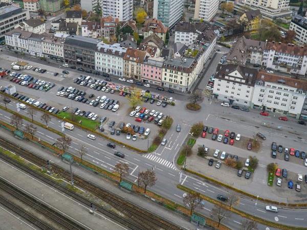Das Seestadt-Areal bleibt weiterhin ein großer Parkplatz.