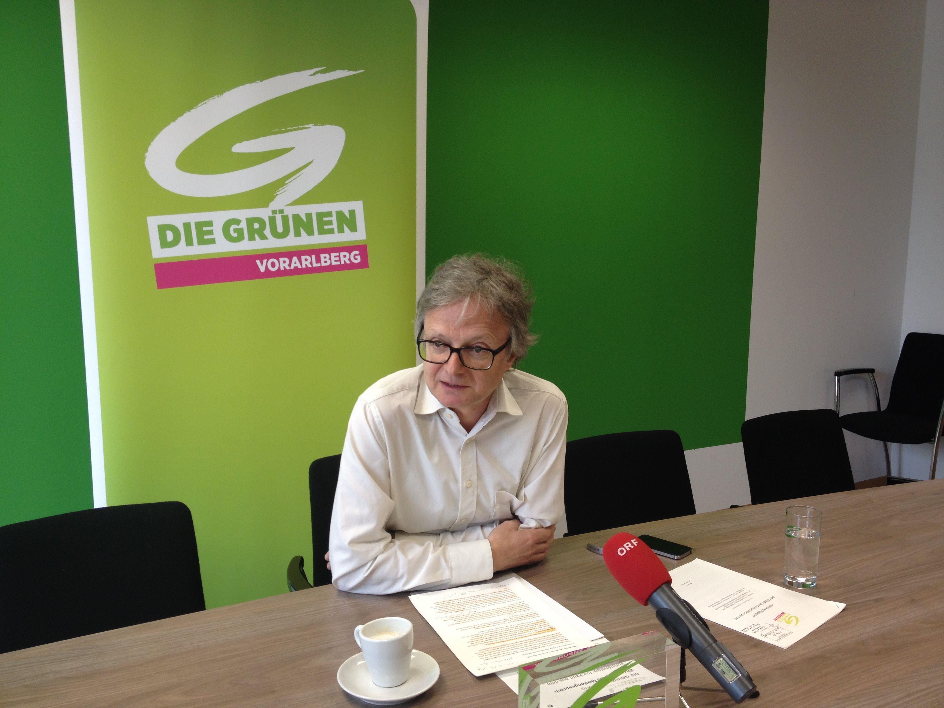 : Der Grüne Klubobmann Adi Gross bilanziert bei einer Pressekonferenz den Hypo-Untersuchungsausschuss