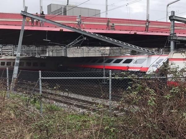 Im bahnhof Luzern ist am Mittag ein Zug entgleist.