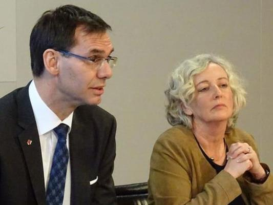 Landeshauptmann Markus Wallner (ÖVP) und Soziallandesrätin Katharina Wiesflecker bei der Vorstellung der Änderungen des Mindestsicherungsgesetzes im Januar.