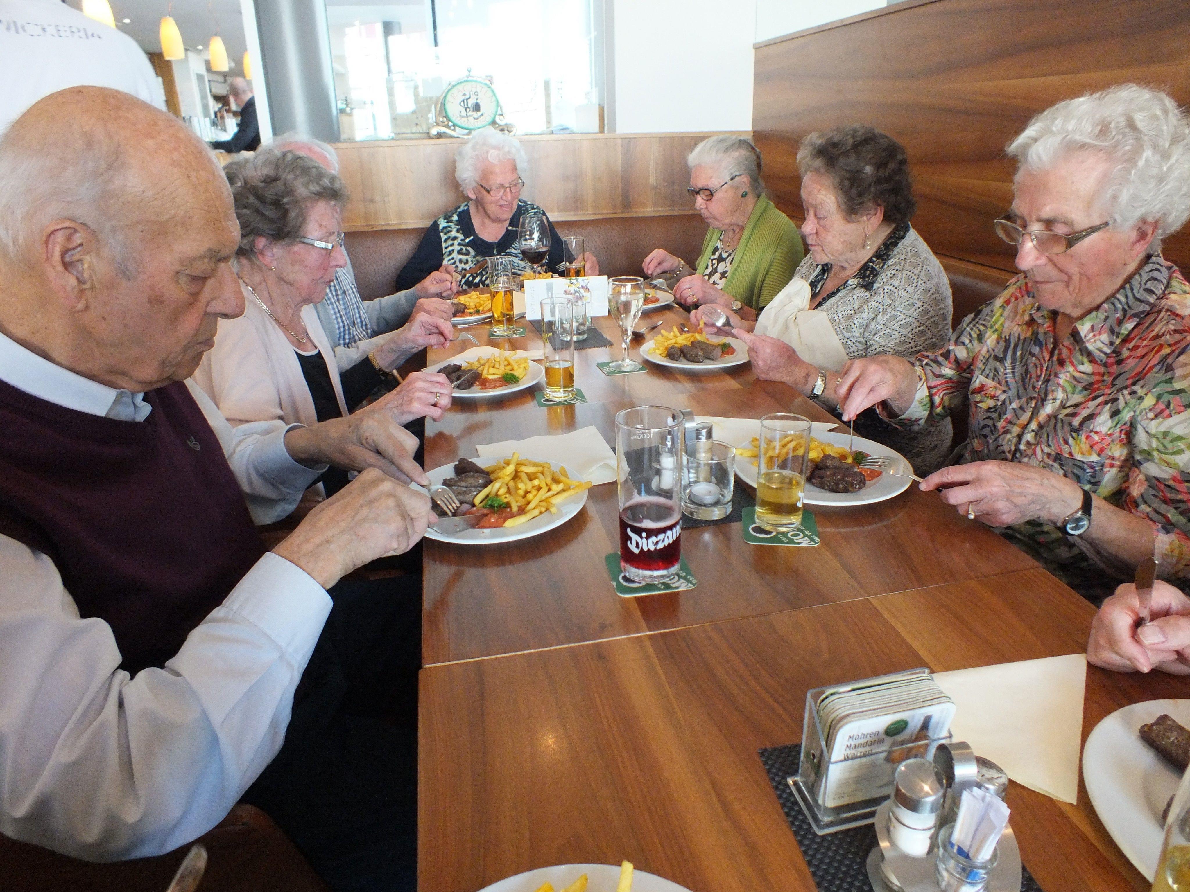 Auch am Mittwoch vor einer Woche trafen sich die Senioren zum beliebten begleiteten Mittagstisch