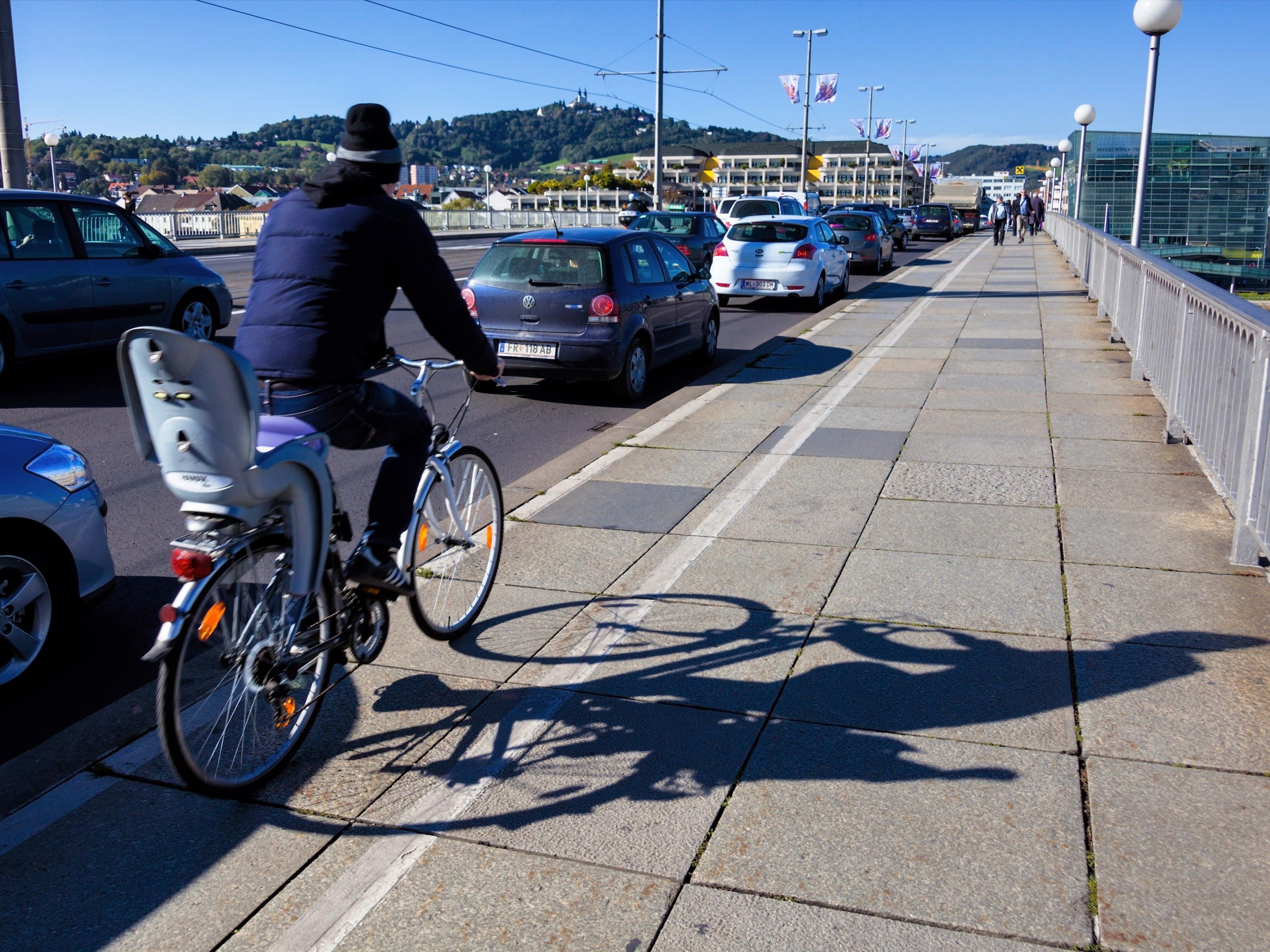 Beim Sturz mit dem Fahrrad verletzte sich ein 44-jähriger Vorarlberger.