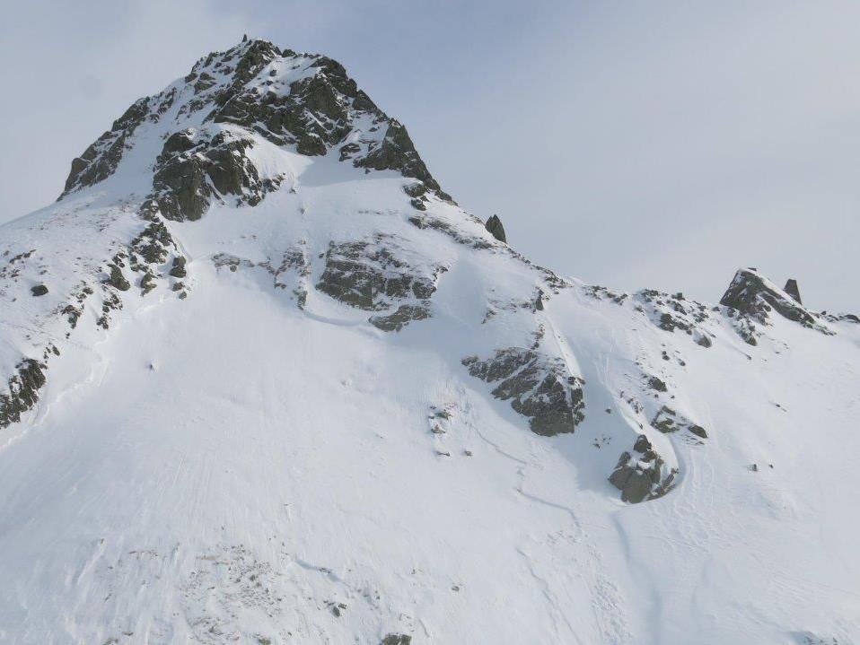 Die Skitourengeher fuhren gerade von der Ameisenspitze ab, als sich das Schneebrett löste.