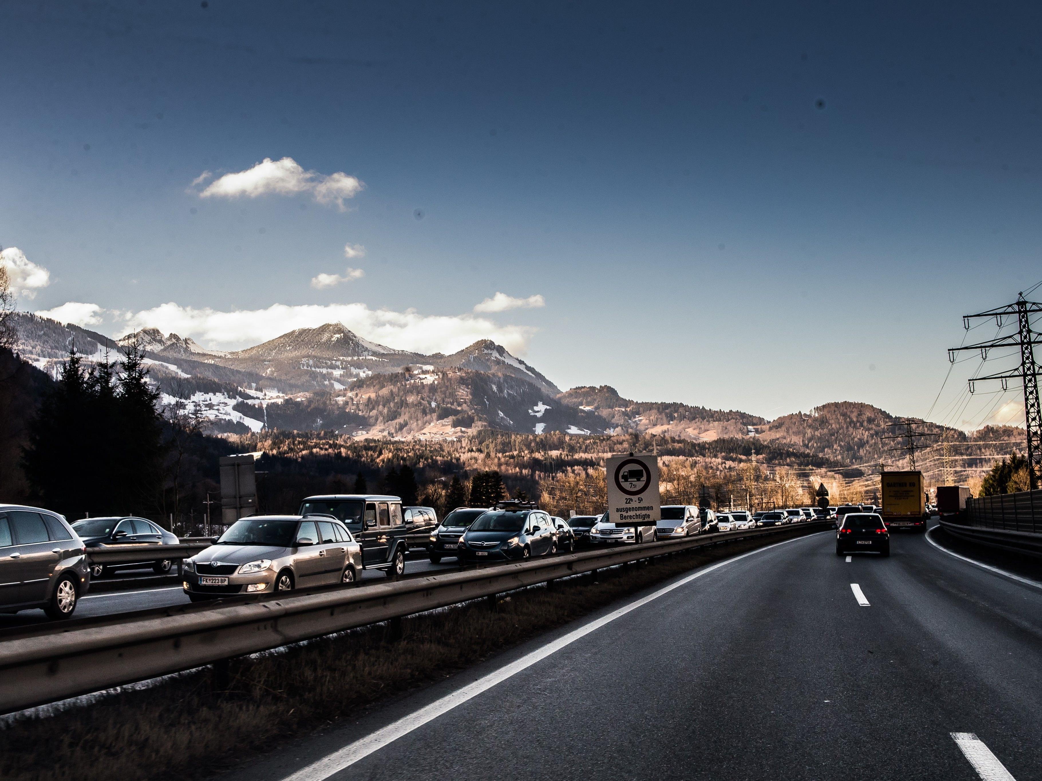 Rechnen Sie mit Verzögerungen auf der A14 Richtung Deutschland.