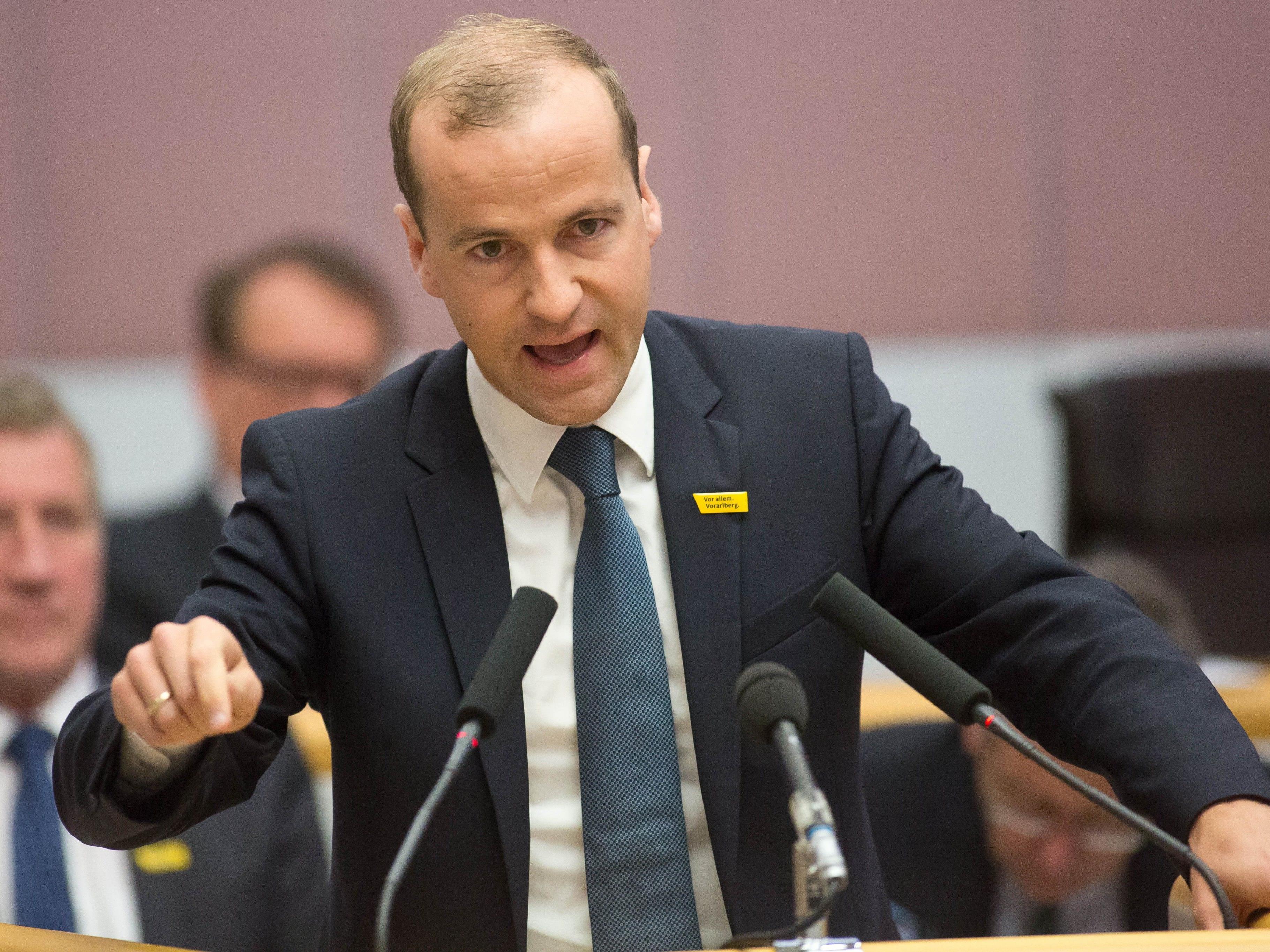 VP-Sicherheitssprecher Thomas Winsauer fordert die konsequente Ausforschung illegaler Staatsbürger.