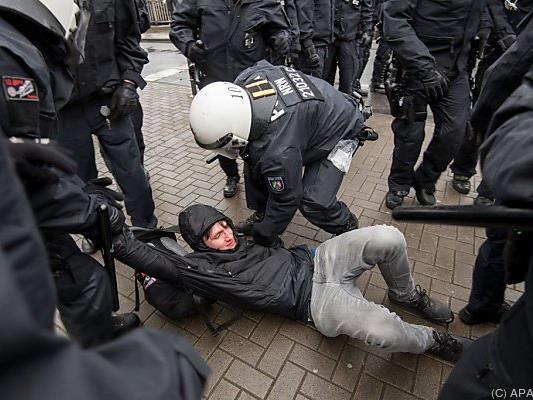 Polizei ging in Köln gegen Anti-AfD-Demonstranten vor