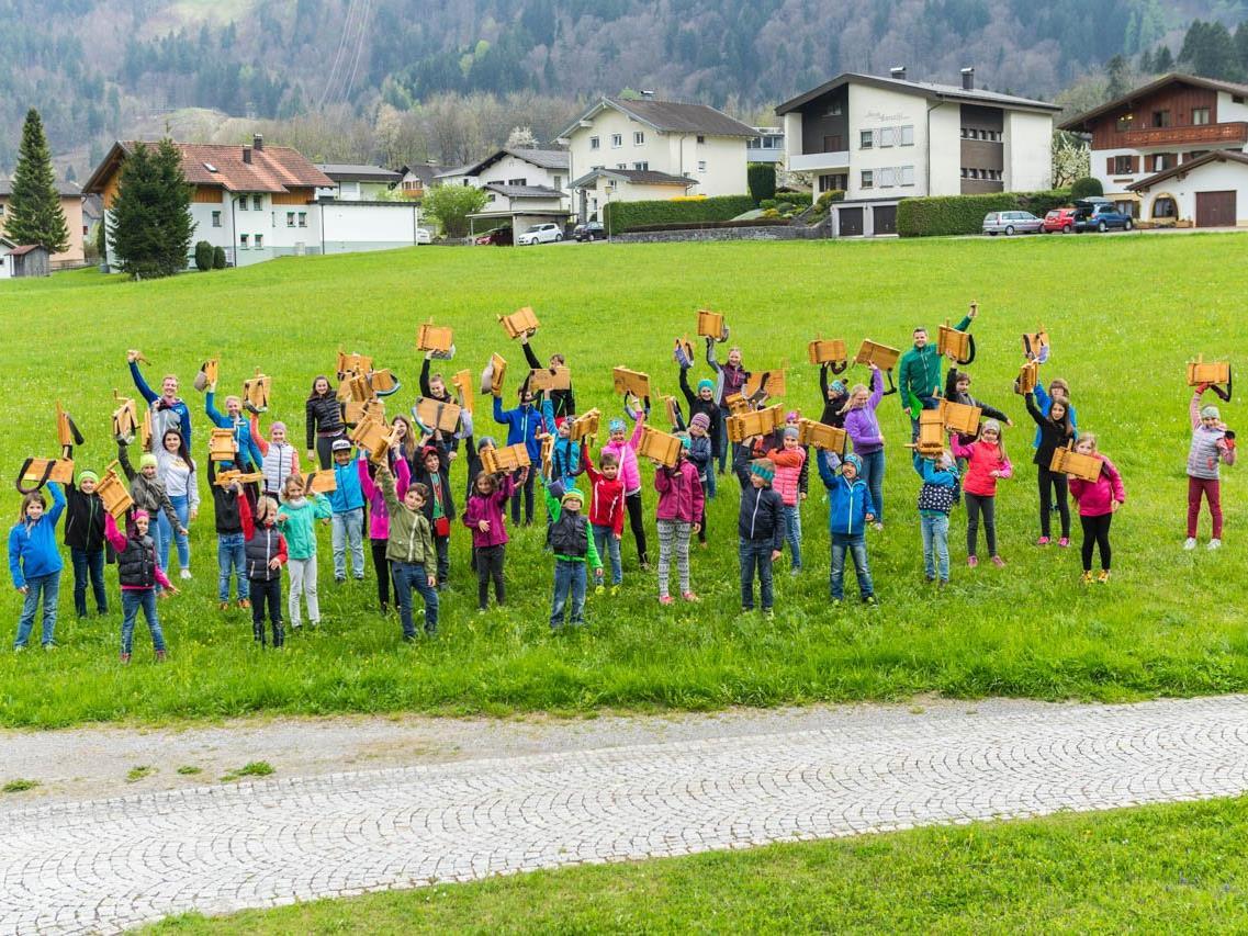 55 Kinder gingen 2017 mit ihren Rätschen durch Vandans um das Osterfest zu verkünden.