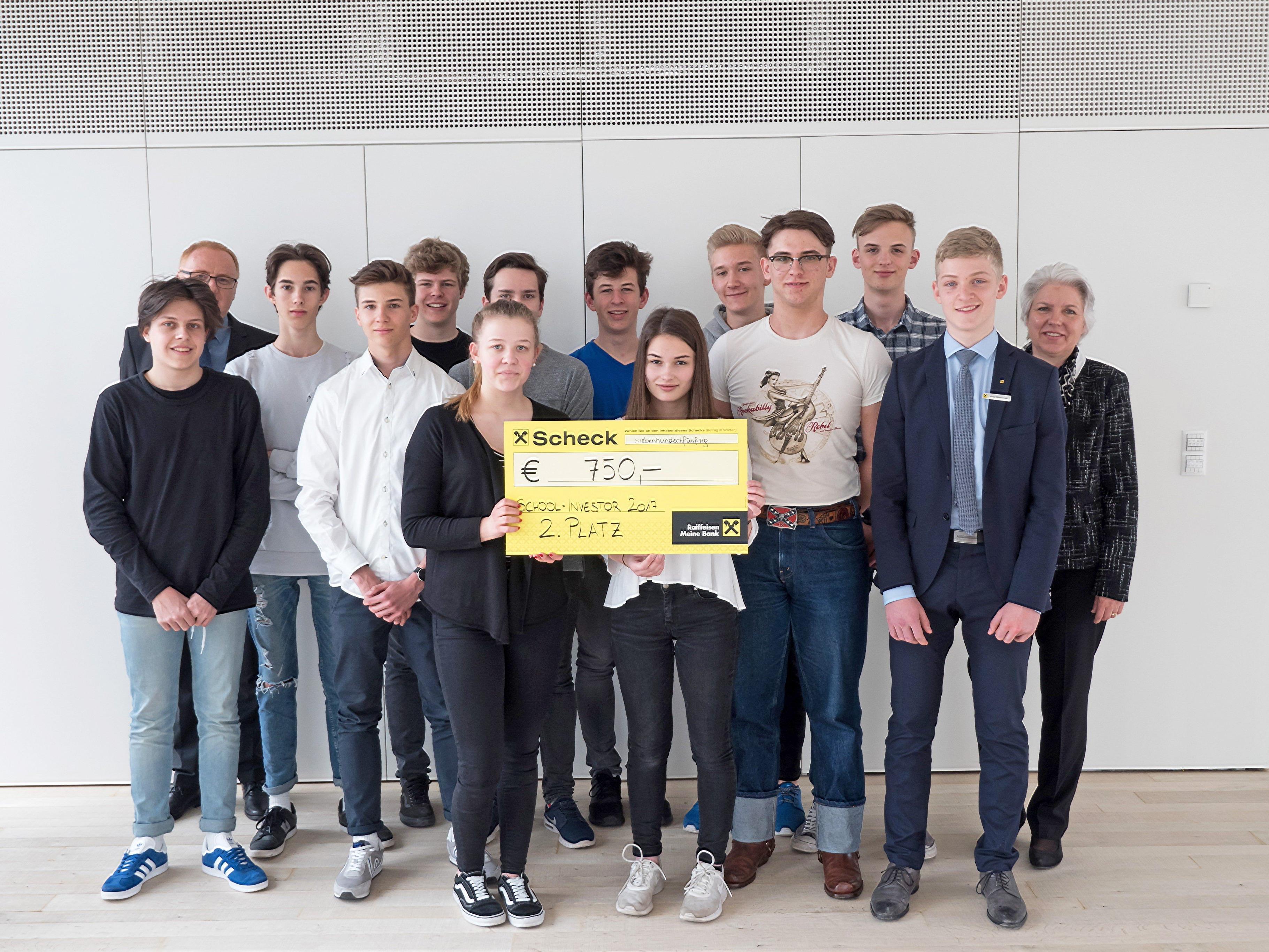 Die Schüler des Wirtschaftsmoduls machten den zweiten Platz und bekamen 750 Euro.