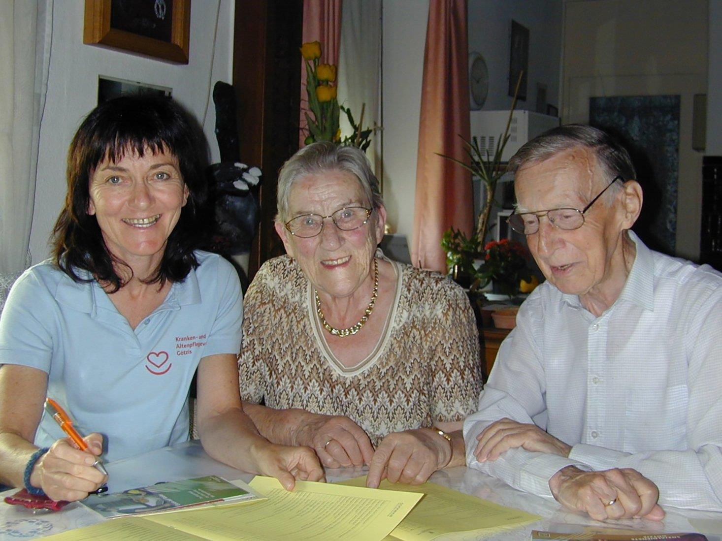 Vorkehrungen, damit ältere Menschen möglichst lange selbstständig bleiben.