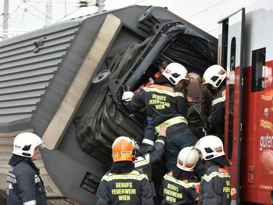 Zugsunglück in Wien-Meidling: Regionalexpress überfuhr Signal.
