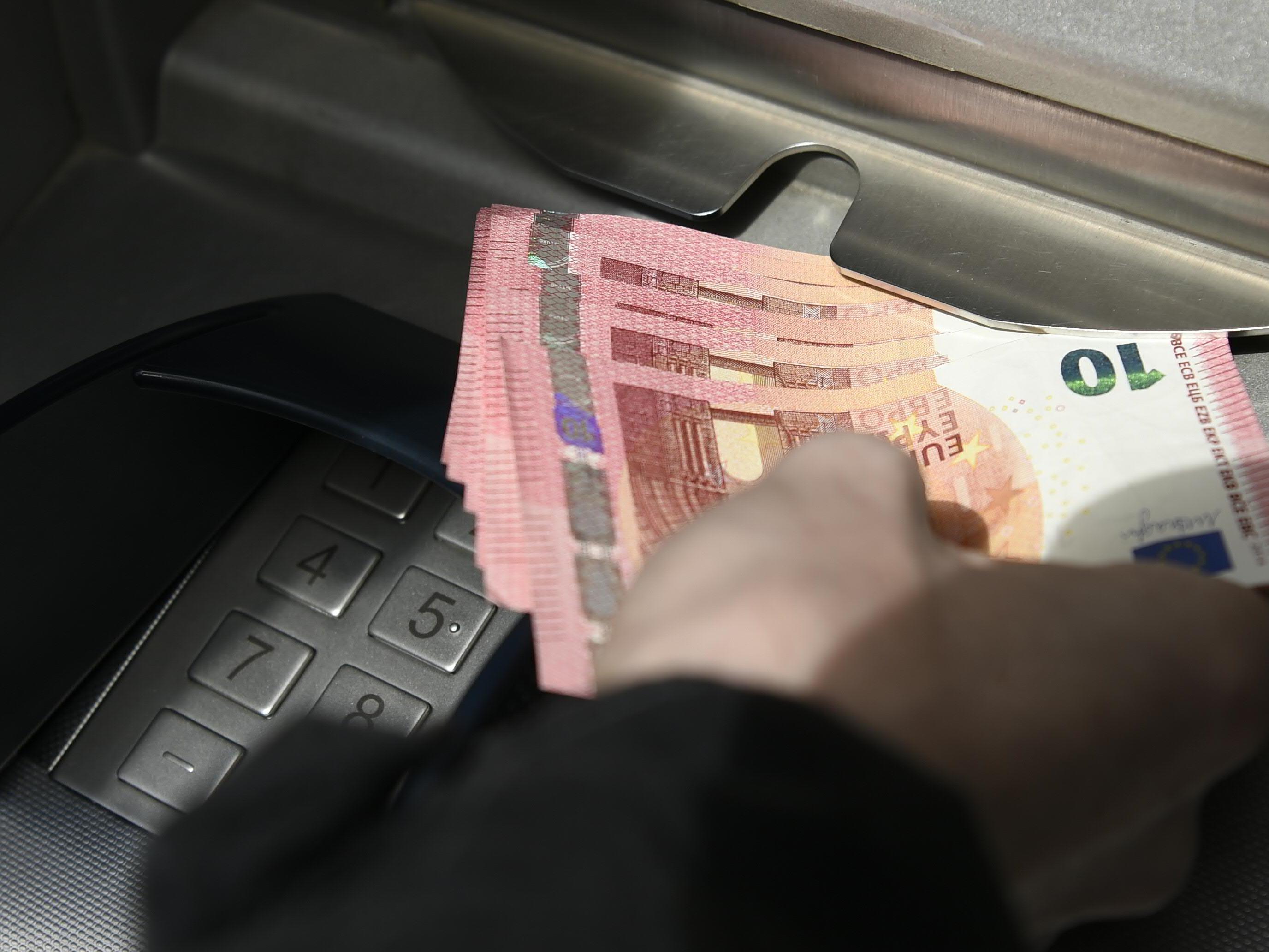 Der Mann soll 430.000 Euro aus Bankomaten gestohlen haben.