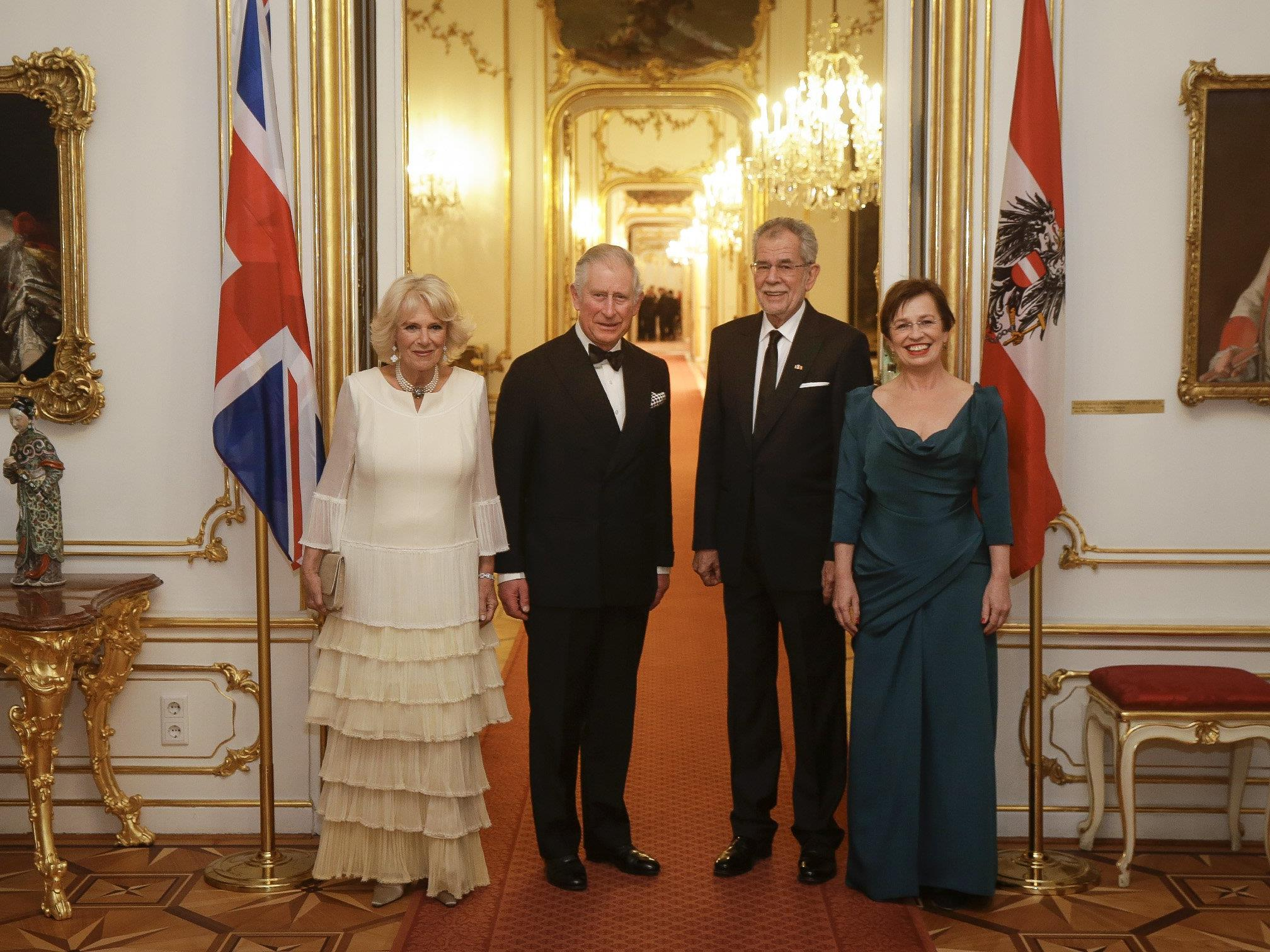 Prinz Charles und Ehefrau Camilla bei Bundespräsident Alexander Van der Bellen und seiner Gattin Doris Schmidauer.