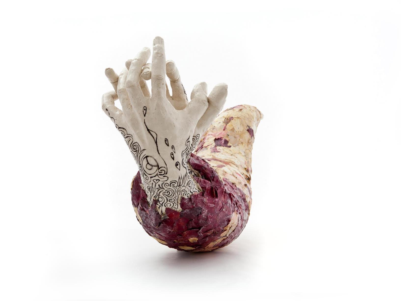 """""""Handkokon"""" heißt eines von vielen neuen Kunstwerken von Ewald Hotz."""