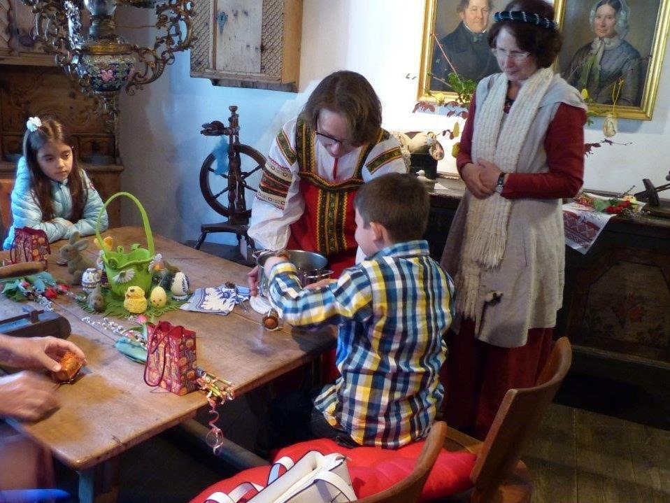 Nicht nur wunderschöne, typische russische Ostereier, sondern viel Wissenswertes und Interessantes über die unterschiedlichen Traditionen erfuhren die Teilnehmer auf der Schattenburg.