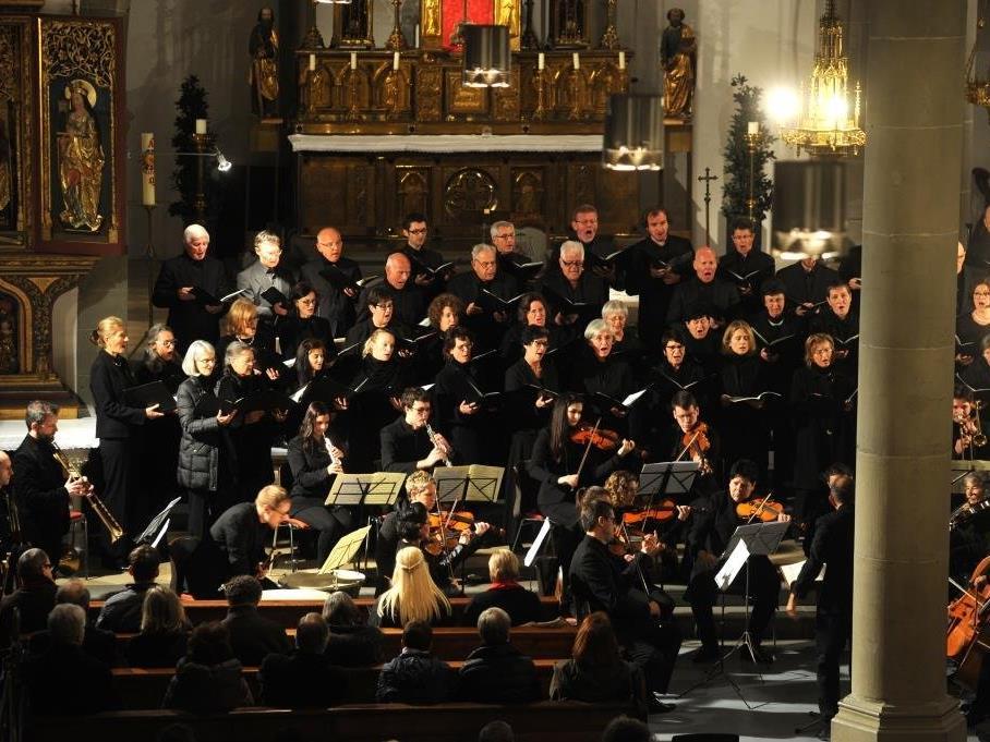 Der Domchor St. Nikolaus widmet sich mit voller Hingabe der hochwertigen Kirchenmusik in Liturgie und Konzert.