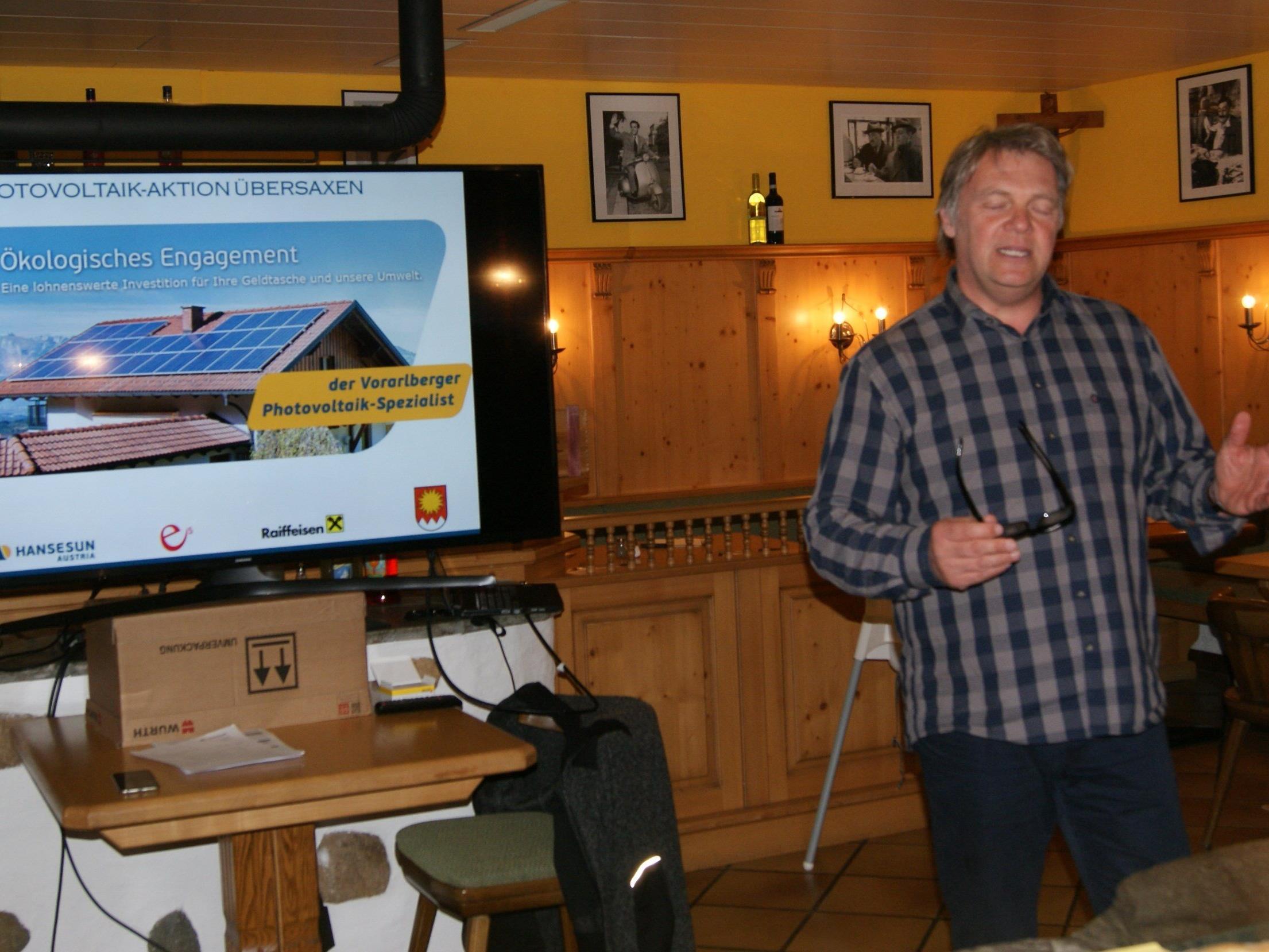 Photovoltaik-Experte Andreas Müller beim Vortrag
