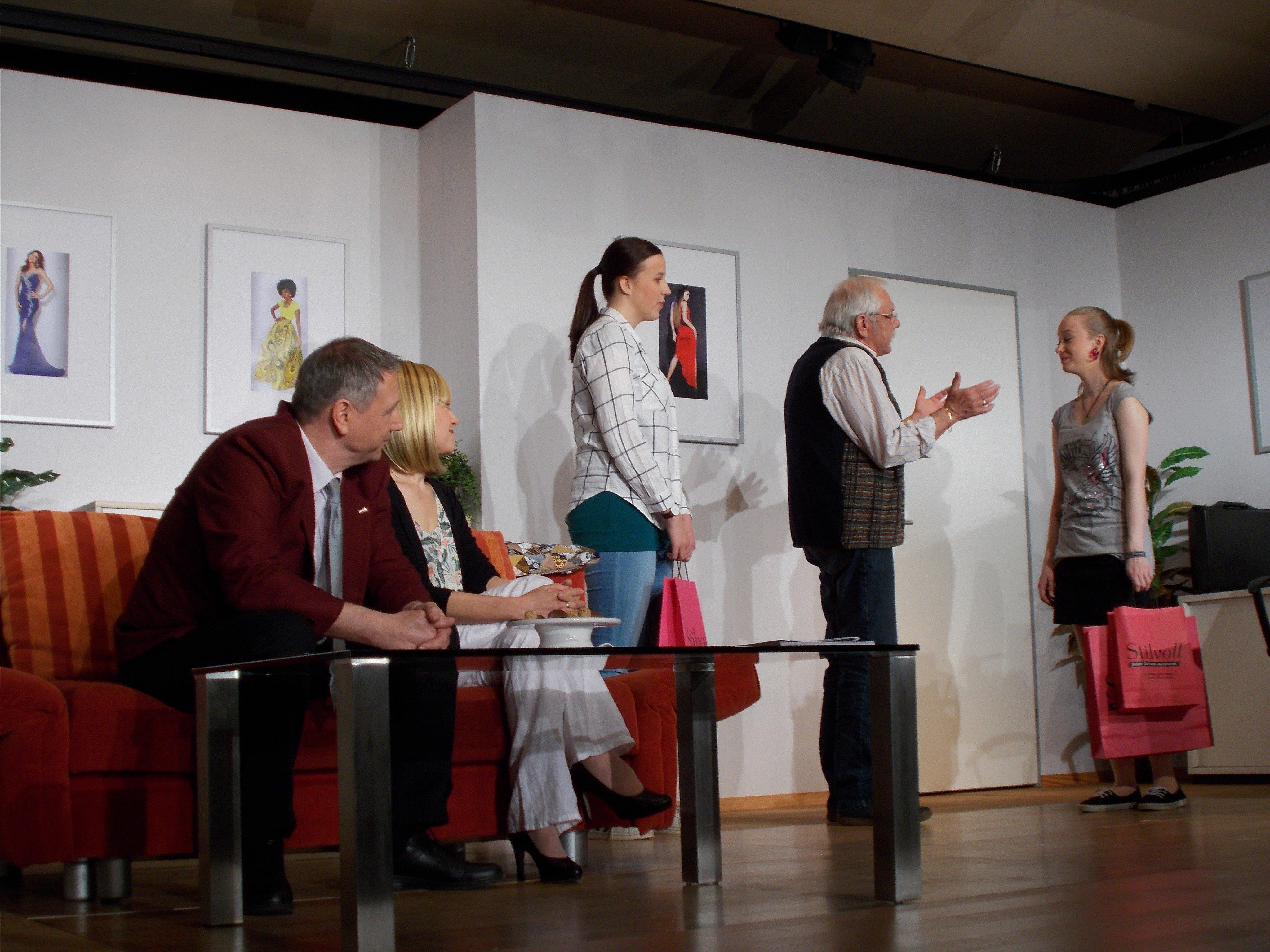 """Das neue Stück der """"Luschnouar Bühne"""" mit dem Titel """"Hei, Opa!""""  ist ein echter Publikumsrenner"""