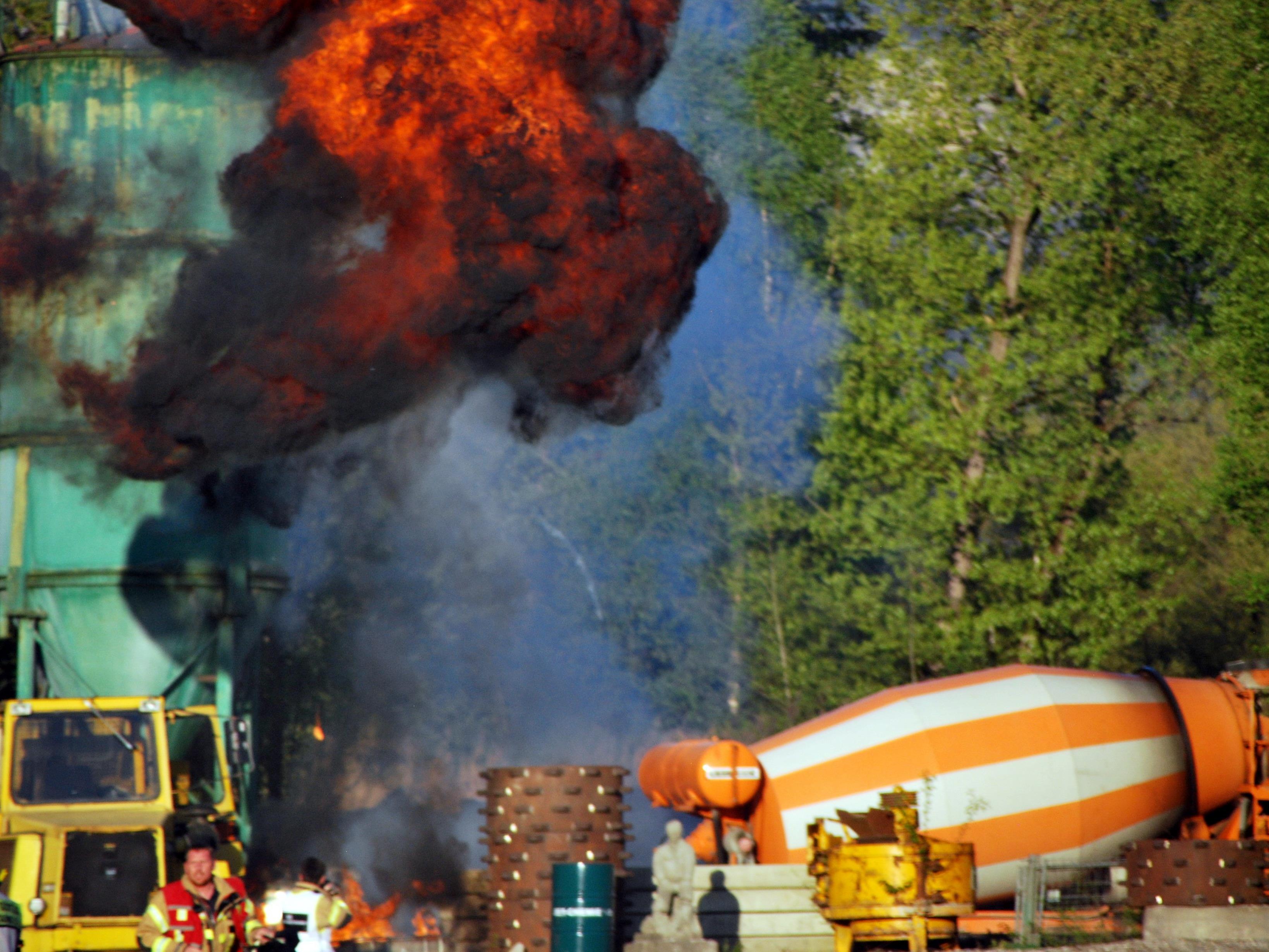 Explosion eines Ölfasses