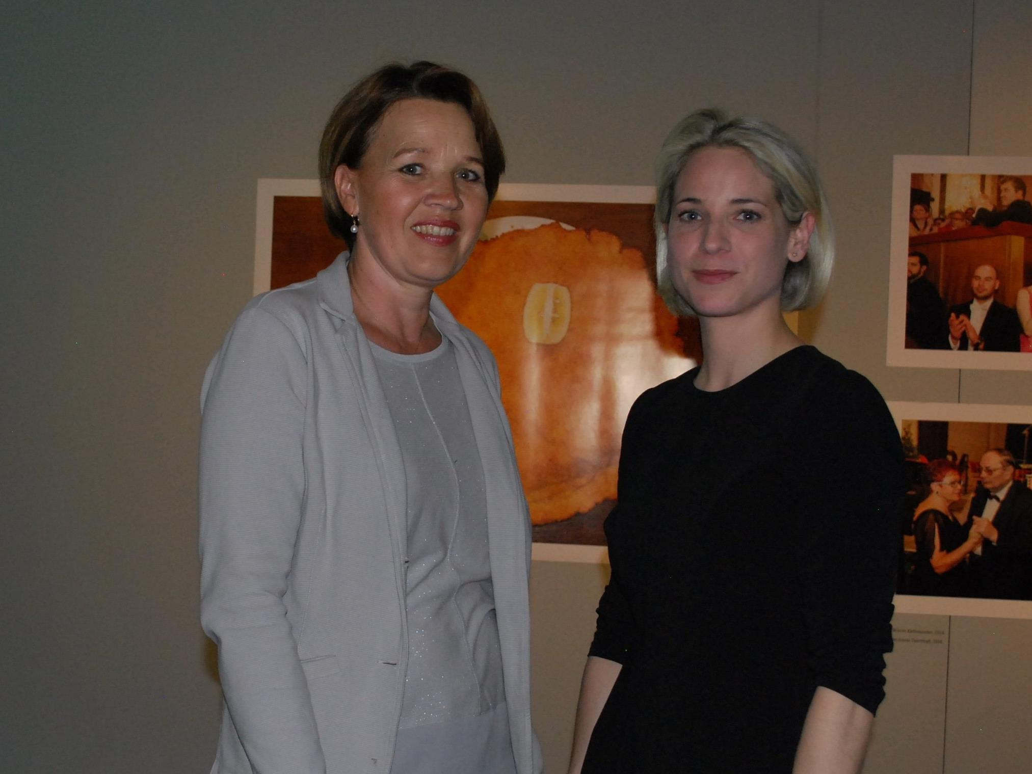 Bürgermeisterin Andrea Kaufmann und Kuratorin Verena Kaspar-Eisert im FLATZ MUSEUM