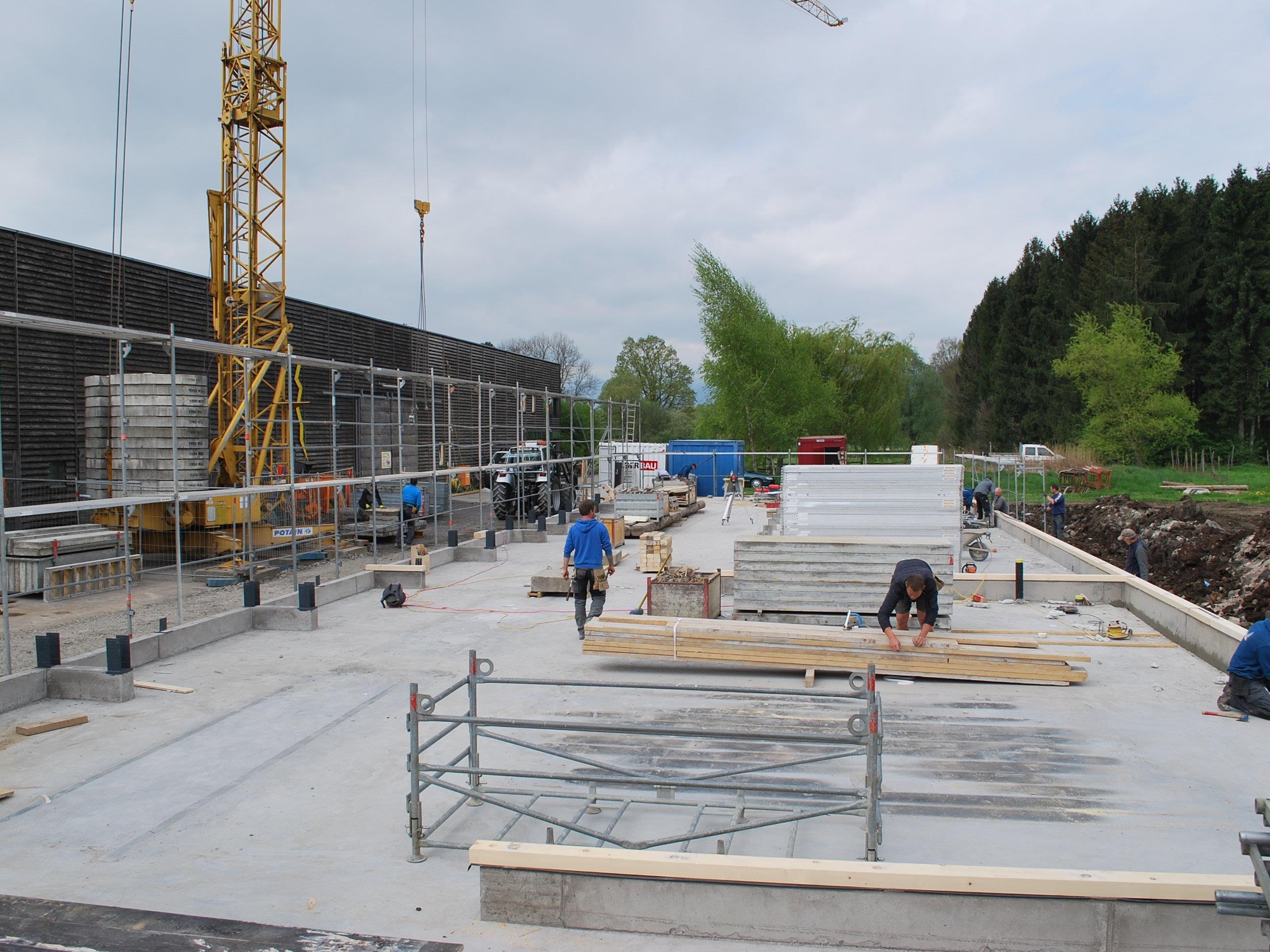 Es herrscht Hochbetrieb auf der Baustelle beim Vetterhof.