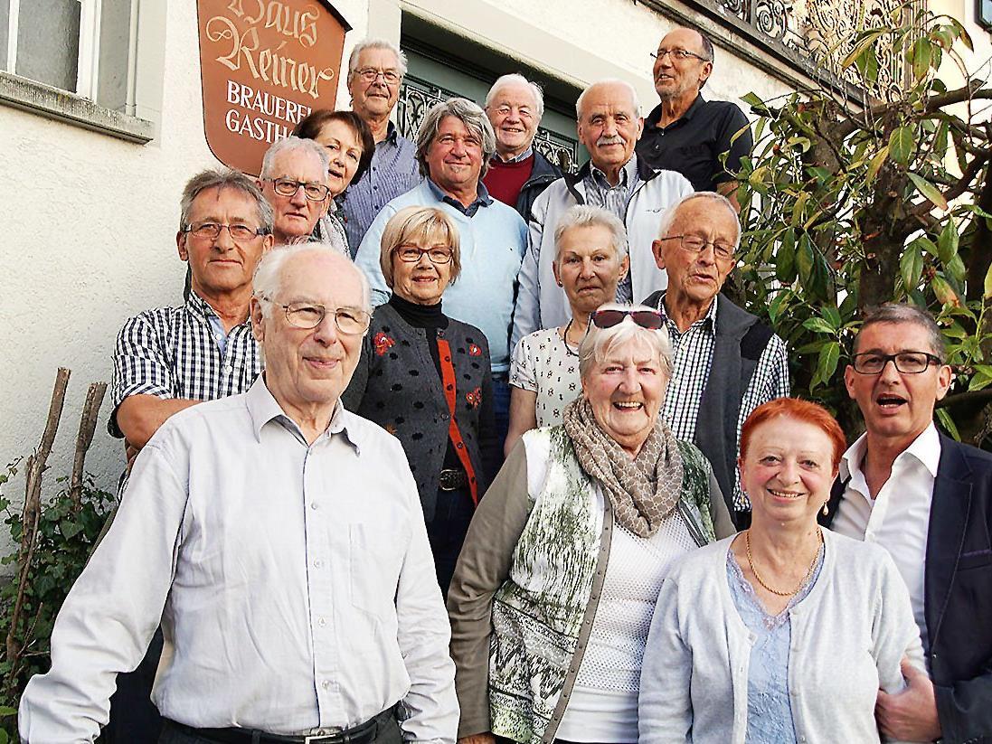 Die Seniorenbund-Fotofreunde beim Kennenlern-Treffen im GH Adler in Lochau