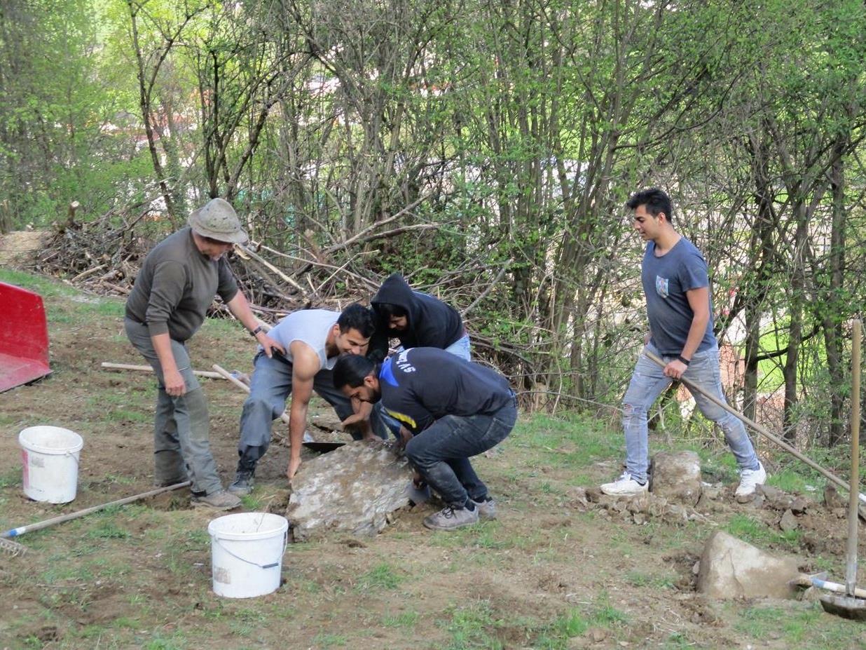Die engagierten Helfer beim Steine ablesen am Schwefelberg.