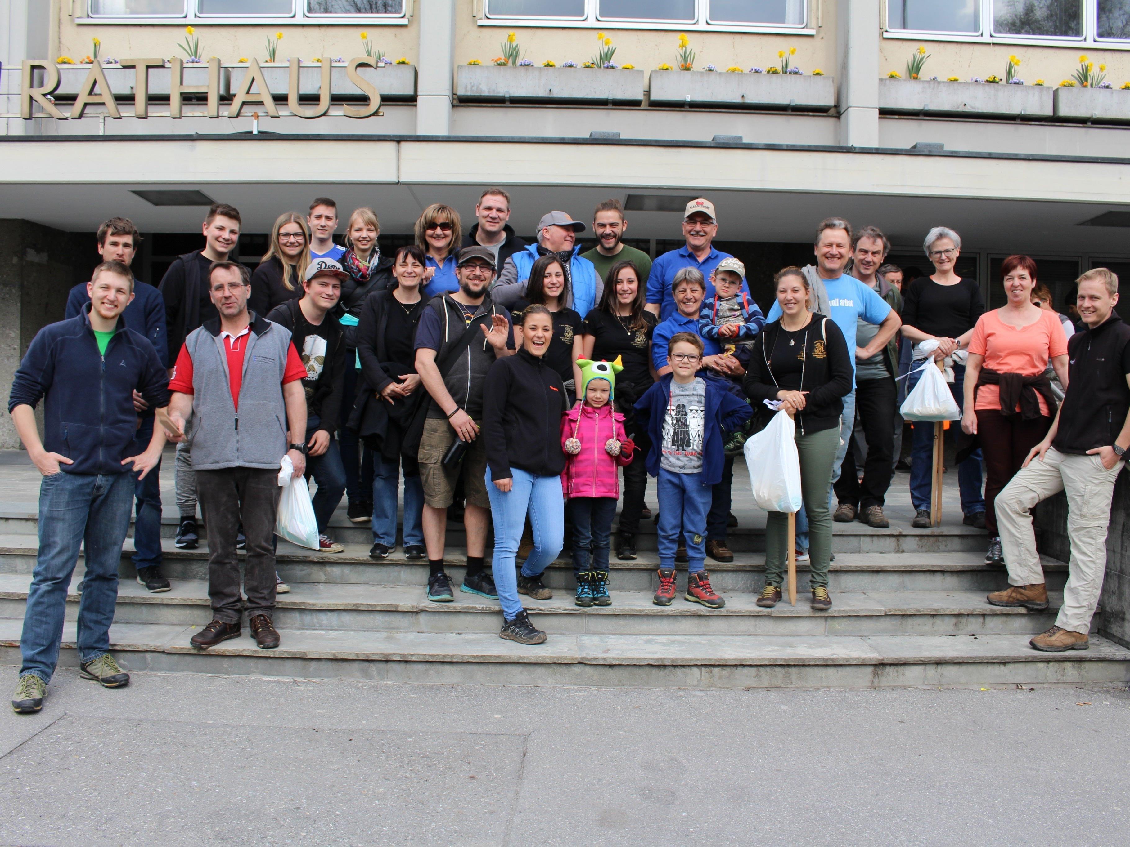 Frühjahrsputz mit Spaß dabei: Über zwanzig Gruppen sammelten Unrat und Müll.