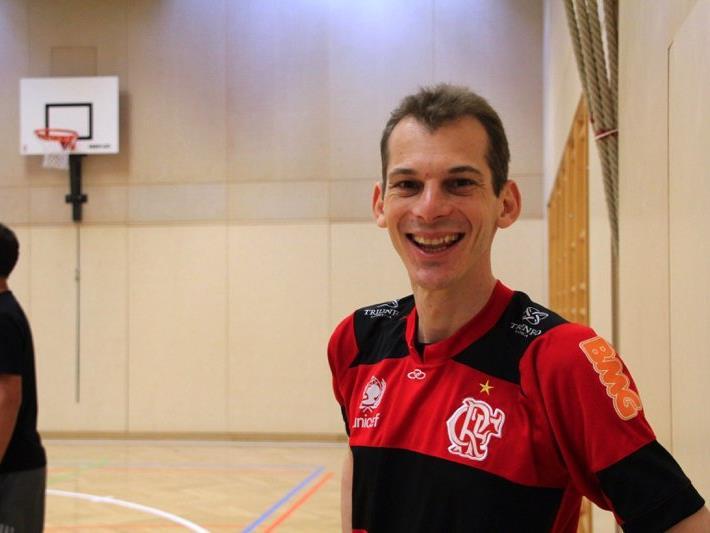 Erik Gisinger vom Team Hannes Baumann zeigte vollen Einsatz beim Fußballtennis-Turnier in der Oberau.