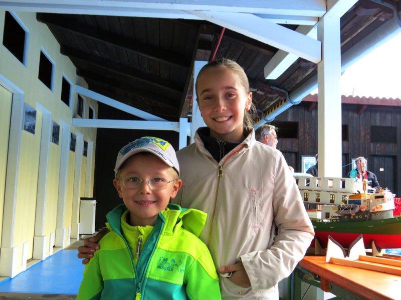 Jayden und Jamie-Lynn Reisch gefielen die vielen Modellschiffe in der Felsenau besonders gut.