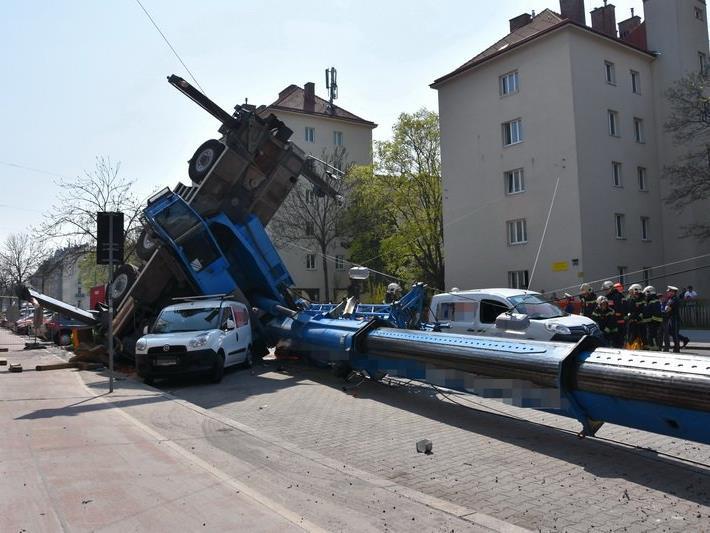 Am Montag stürzte der Kran in der Schüttaustraße in Wien-Donaustadt um.