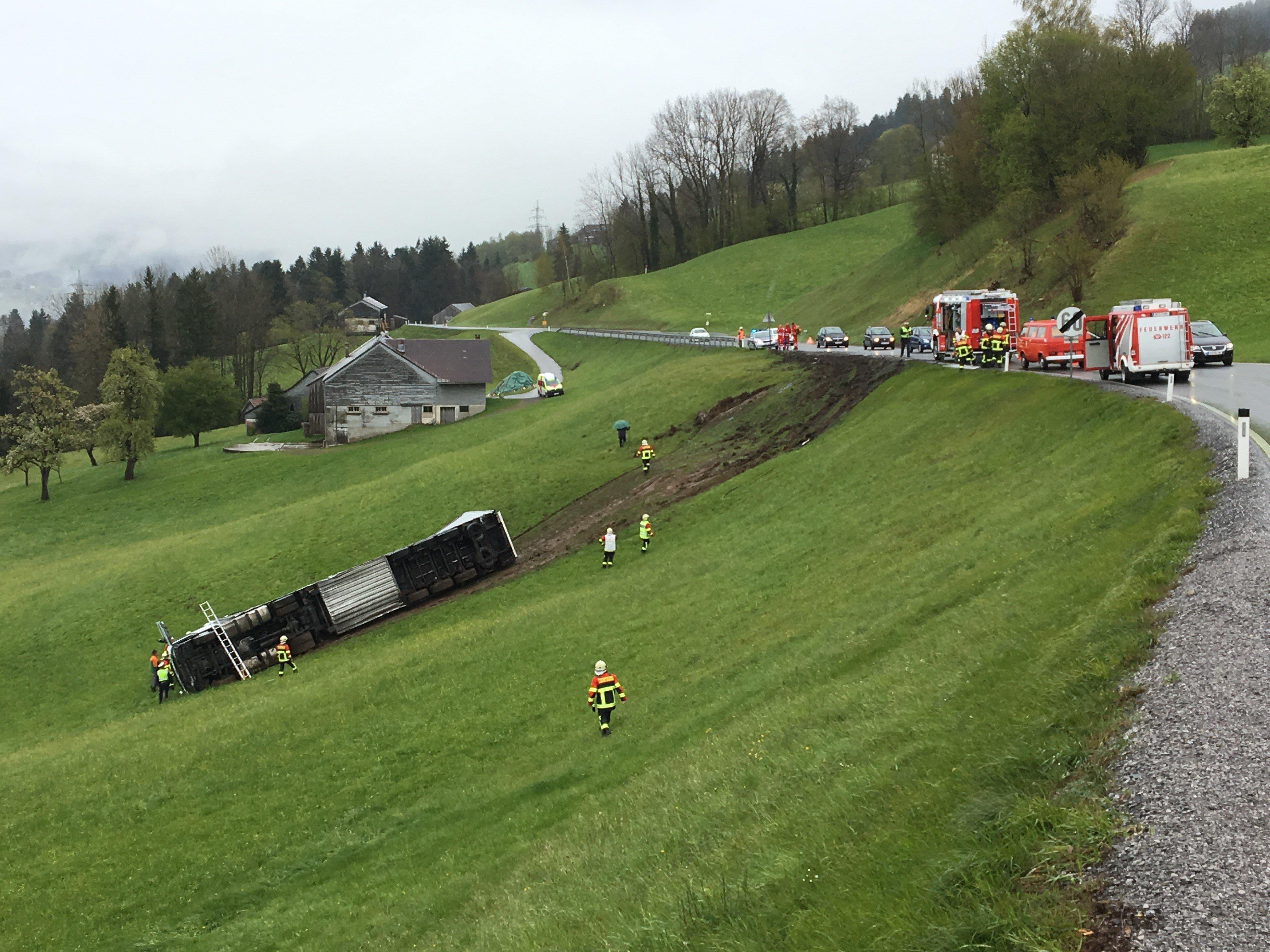 Lkw in Alberschwende abgestürzt.