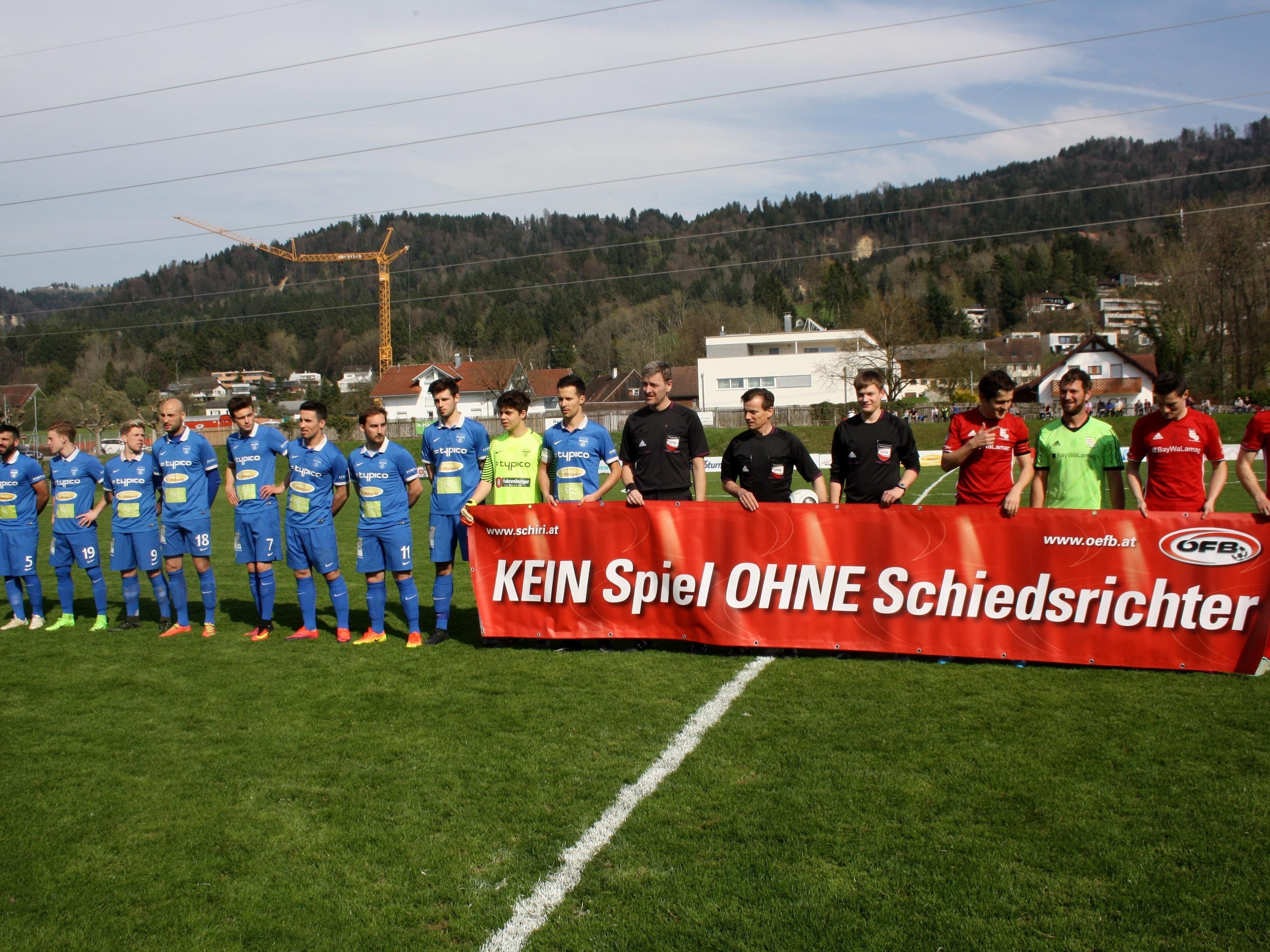 """Werbung für """"Schiedsrichter-Nachwuchs"""" im Vorfeld des letzten Heimspieles gegen den FC Thüringen."""