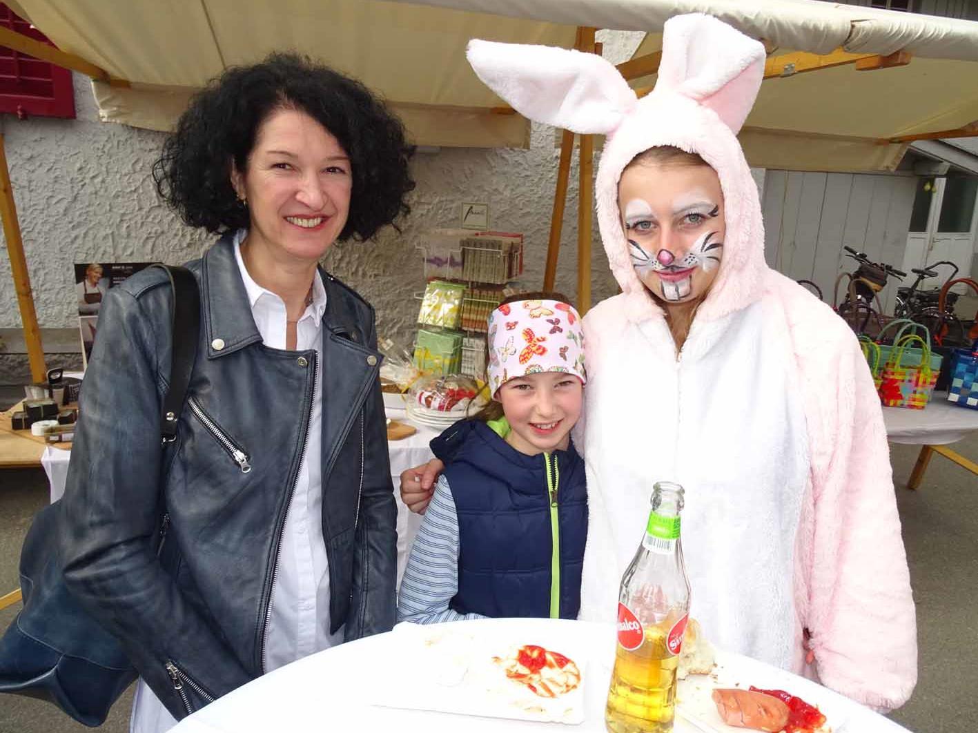Auch der Osterhase besuchte das Märktle im Jüdischen Viertel und verteilte Ostereier.