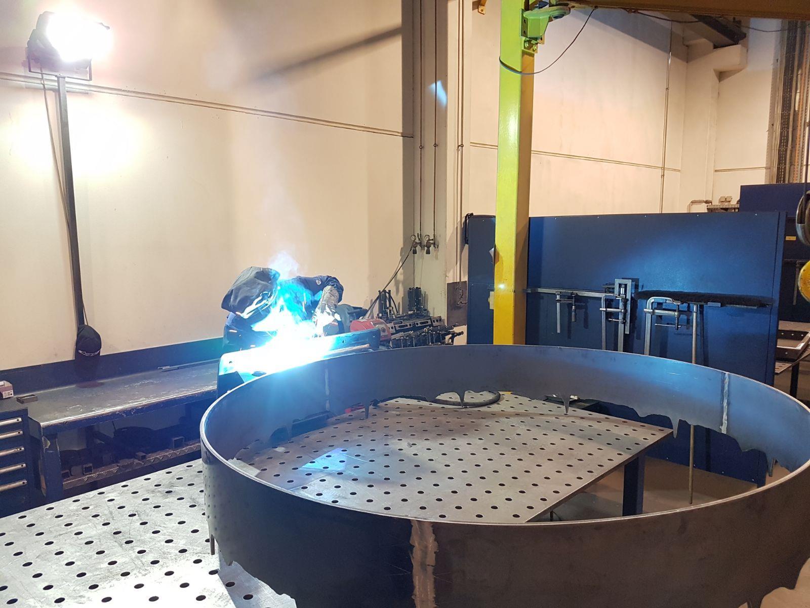 Die letzten Schweißarbeiten finden gerade bei Salzmann Formblechtechnik in Hohenems statt