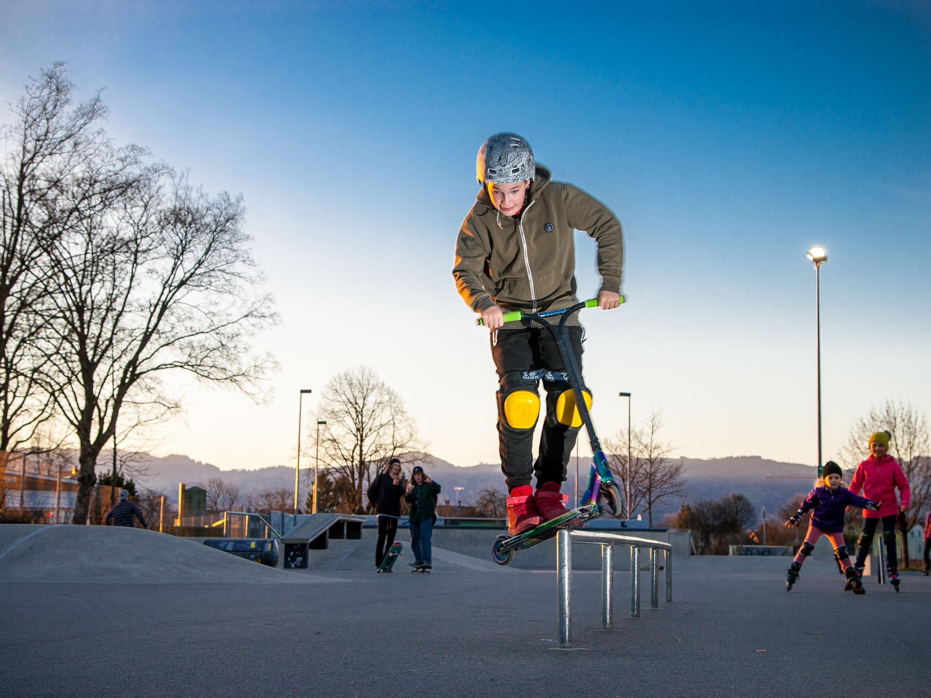 Scooterfahrer Tobias Hehle im Jugendplatz amKumma