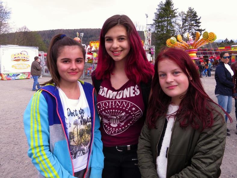 Mattea, Mia und Kiara genossen die tolle Stimmung beim Vergnügunspark in der Oberau.