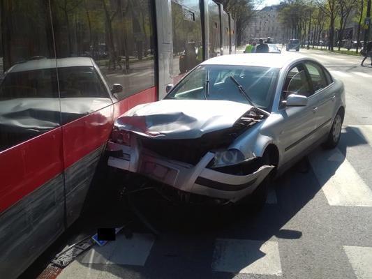 Bei dem Unfall wurden zwei Pkw-Lenker verletzt.
