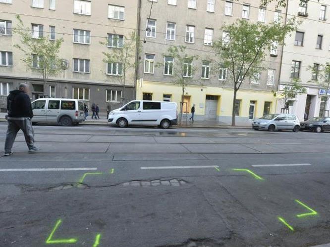 Der Mann wurde tödlich verletzt auf der Straße aufgefunden.