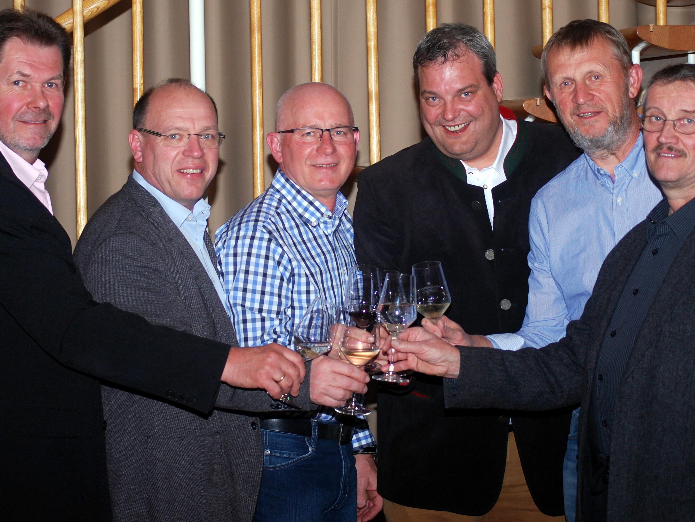 Vizebürgermeister Wiesenegger, Weinquartett Bayer, Liegenfeld, Neumayer und Sommer, sowie dem Weingut Förstl